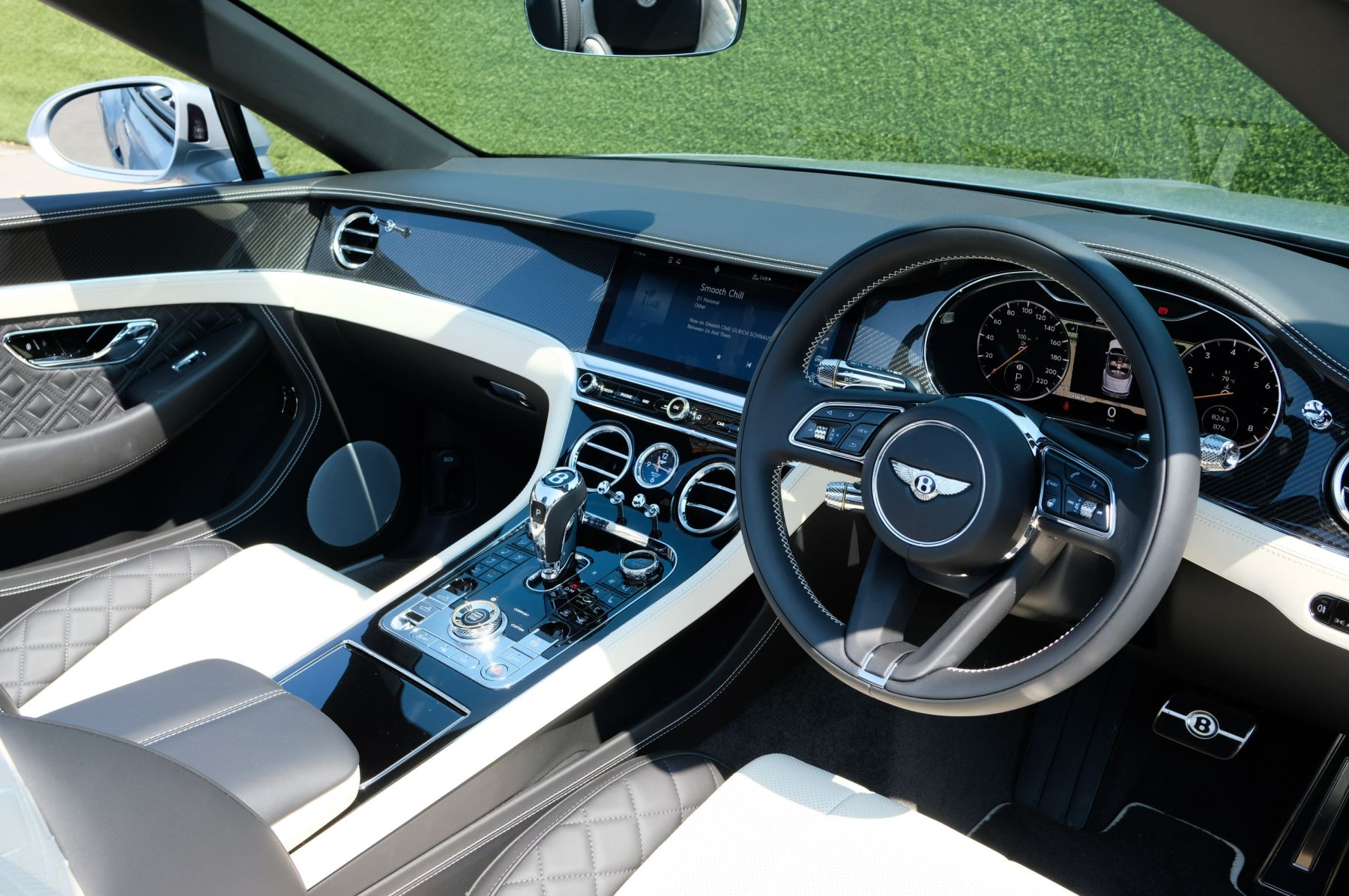 Bentley Continental GTC 4.0 V8 - Mulliner Driving Specification and Blackline Specification with 22 Inch Alloys image 12