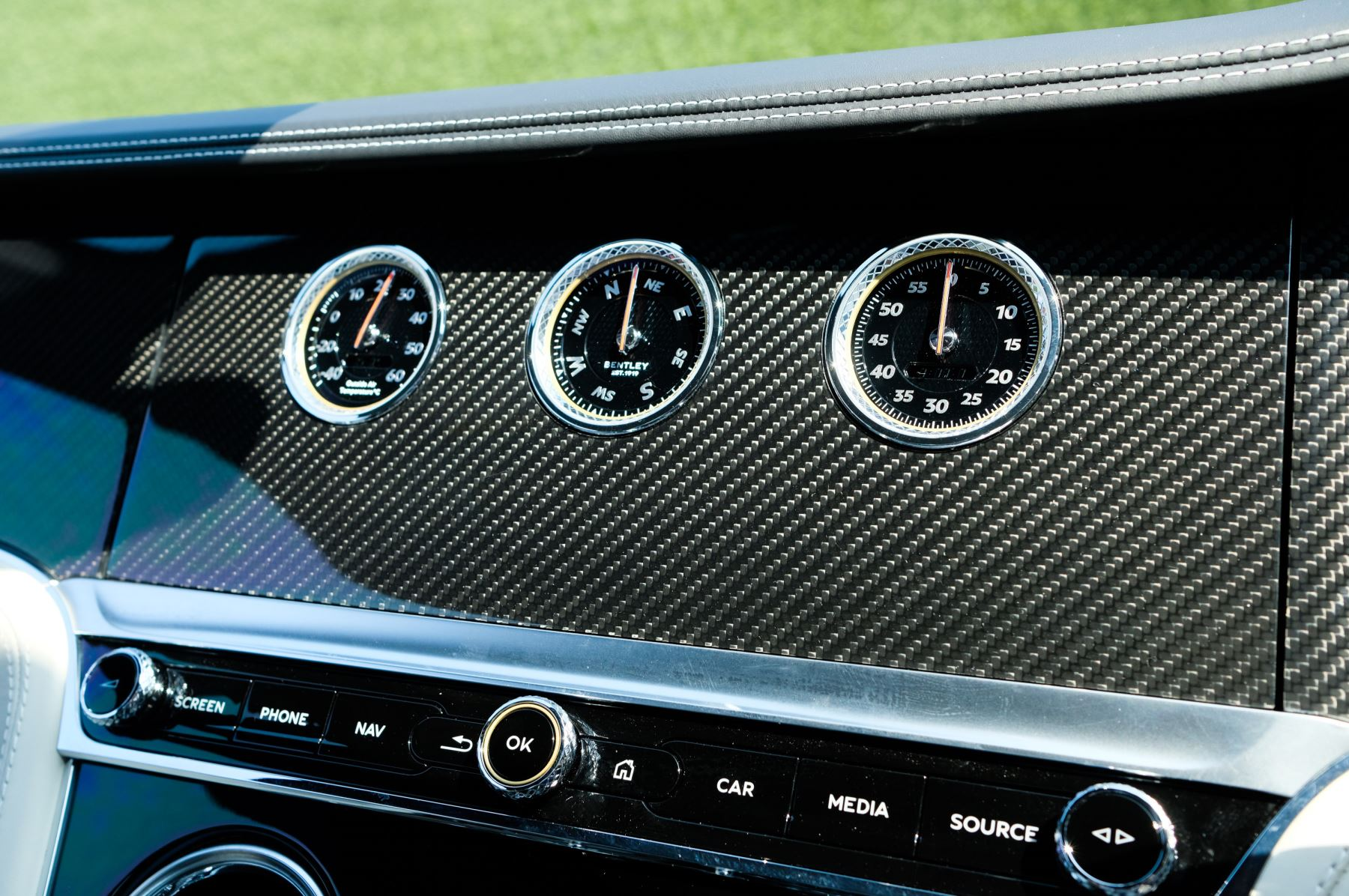 Bentley Continental GTC 4.0 V8 - Mulliner Driving Specification and Blackline Specification with 22 Inch Alloys image 22
