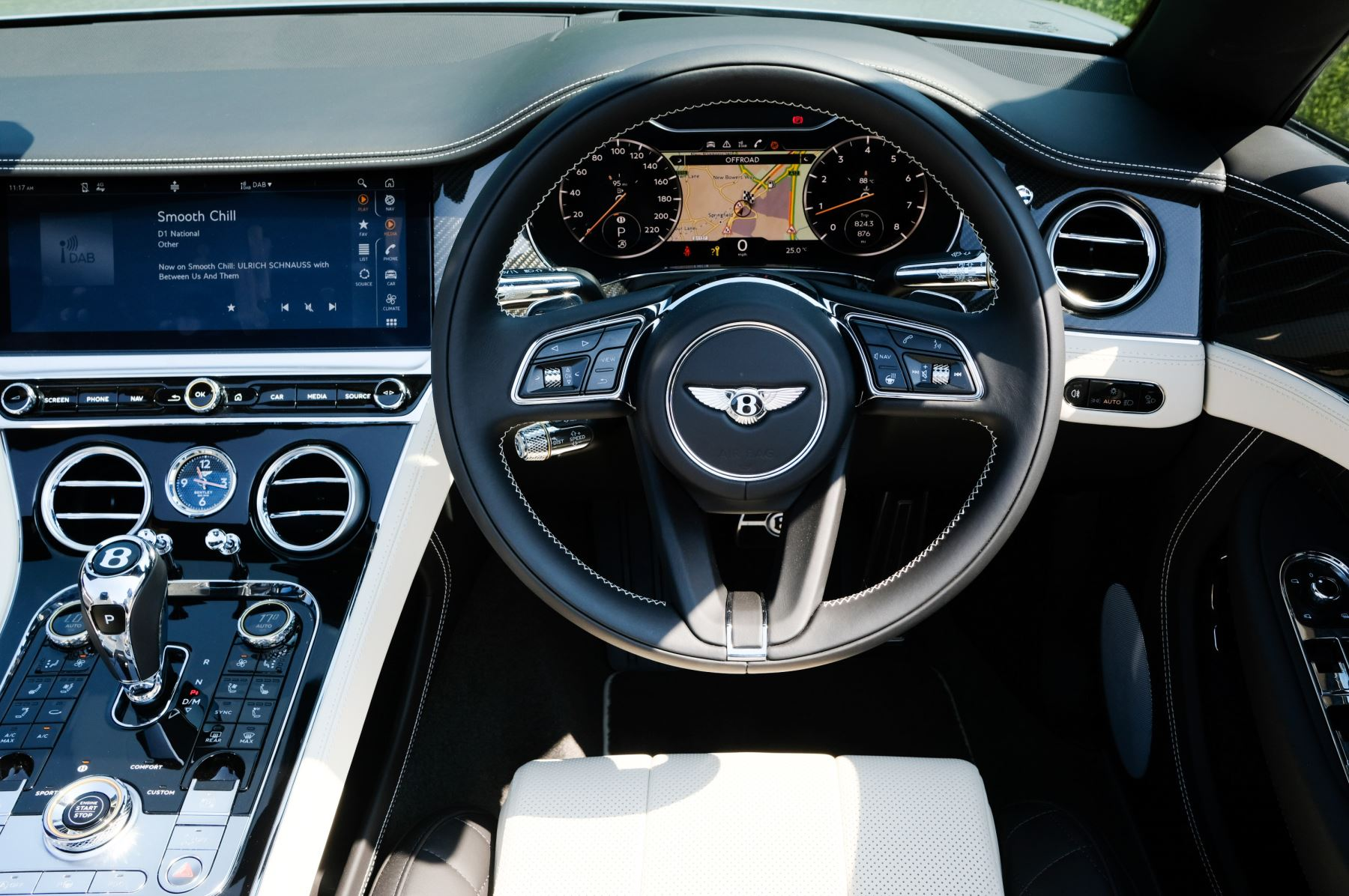 Bentley Continental GTC 4.0 V8 - Mulliner Driving Specification and Blackline Specification with 22 Inch Alloys image 14