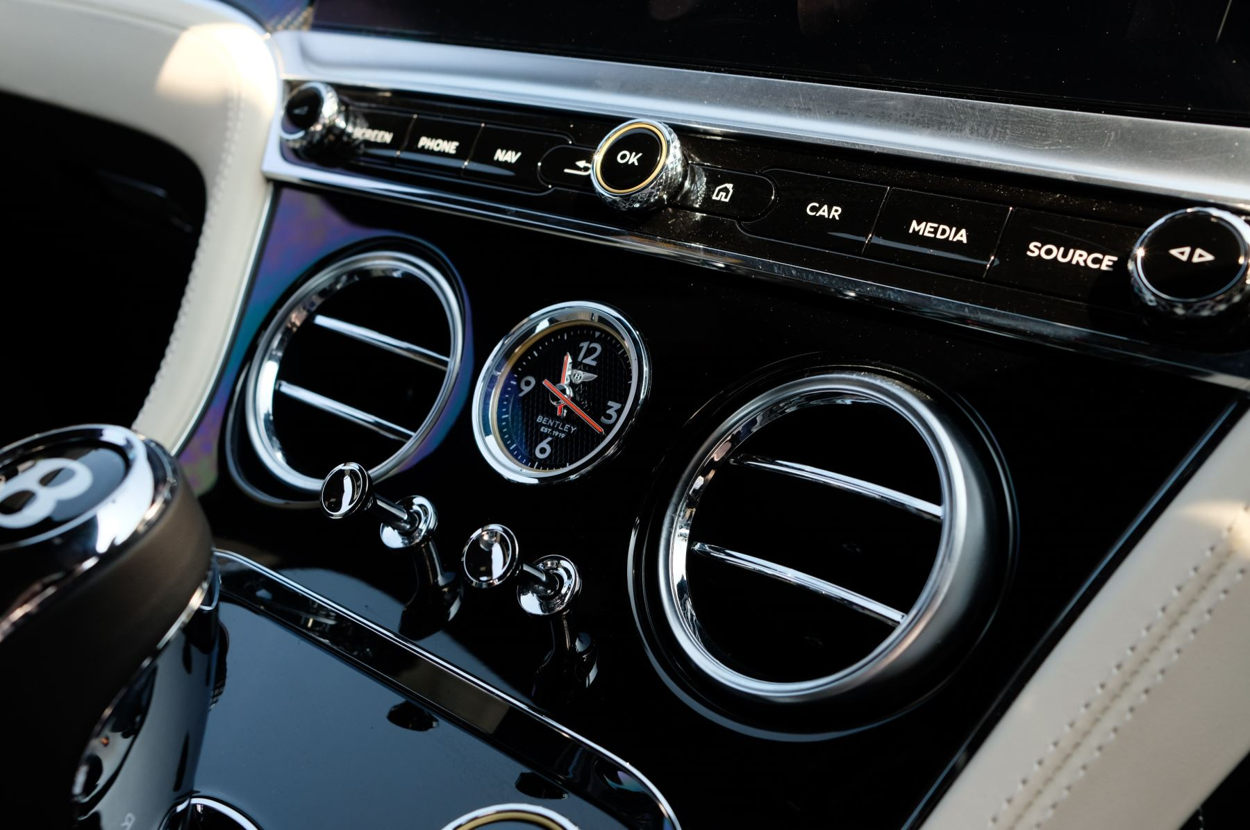 Bentley Continental GTC 4.0 V8 - Mulliner Driving Specification and Blackline Specification with 22 Inch Alloys image 25