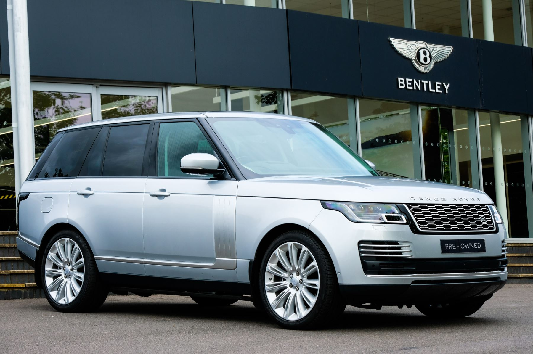 Land Rover Range Rover 5.0 V8 S/C Autobiography - 10 inch Rear Seat Entertainment Automatic 5 door Estate (2020) image