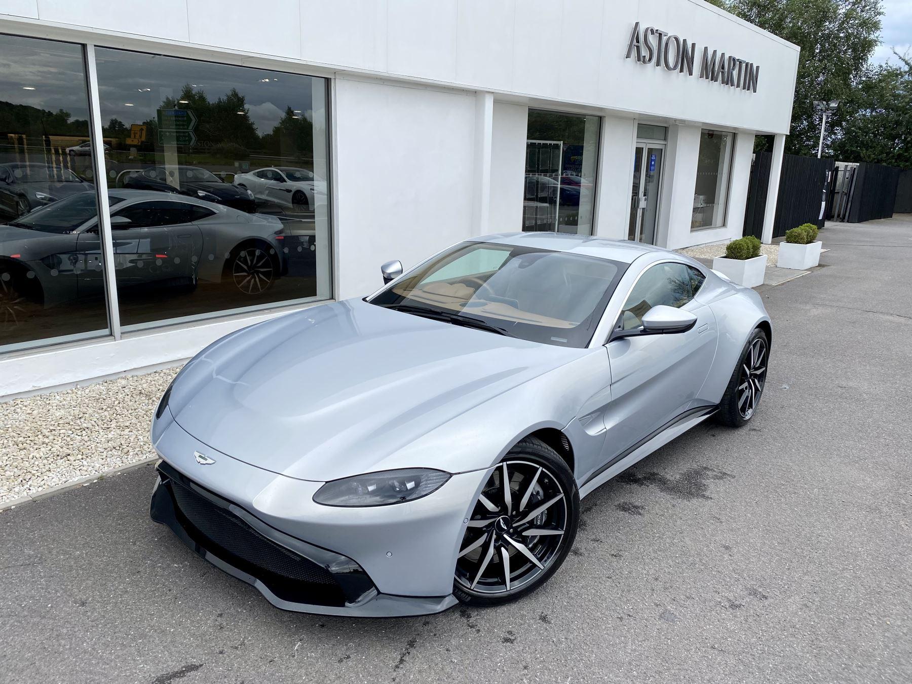 Aston Martin New Vantage 2dr ZF 8 Speed reversing camera . Heated & ventilated seats . Sports pplus seats .  image 9