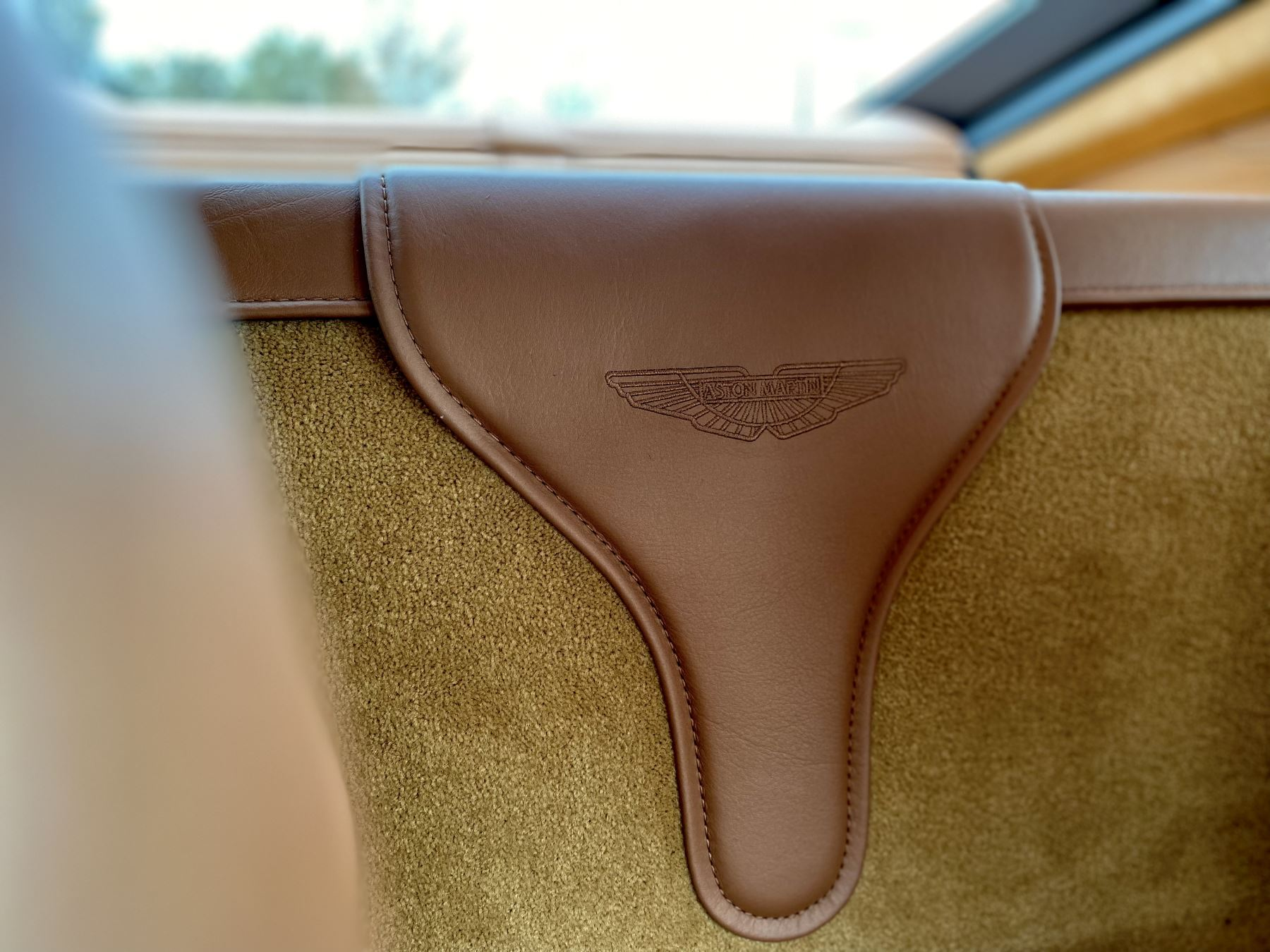 Aston Martin New Vantage 2dr ZF 8 Speed reversing camera . Heated & ventilated seats . Sports pplus seats .  image 19