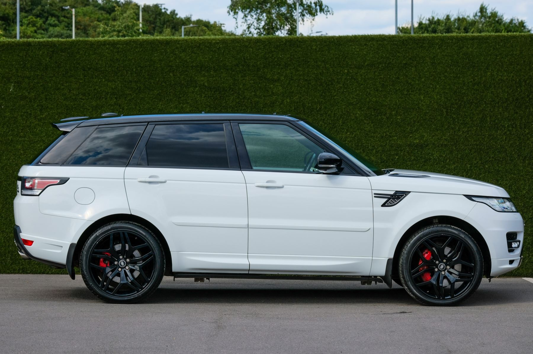 Land Rover Range Rover Sport 5.0 V8 S/C Autobiography Dynamic - 22 Inch Alloy Wheels - LED Signature Lights - 360 Camera image 4