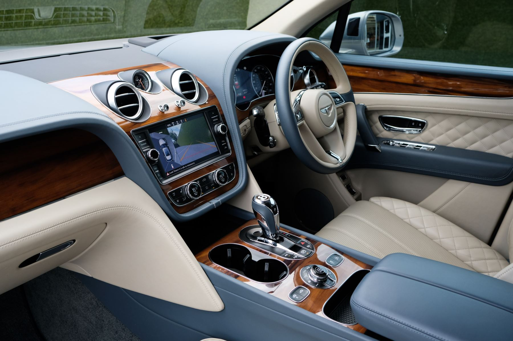 Bentley Bentayga 4.0 V8 - Mulliner Driving Specification with 22 Inch Directional - Black Painted and Polished Alloys image 12