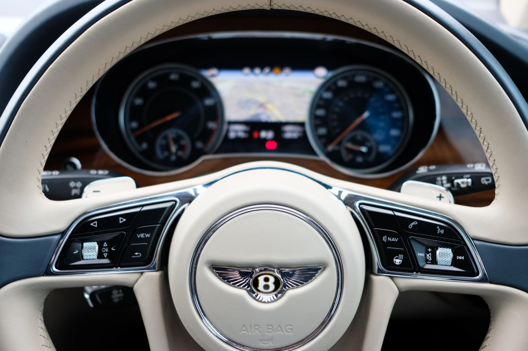 Bentley Bentayga 4.0 V8 - Mulliner Driving Specification with 22 Inch Directional - Black Painted and Polished Alloys image 16