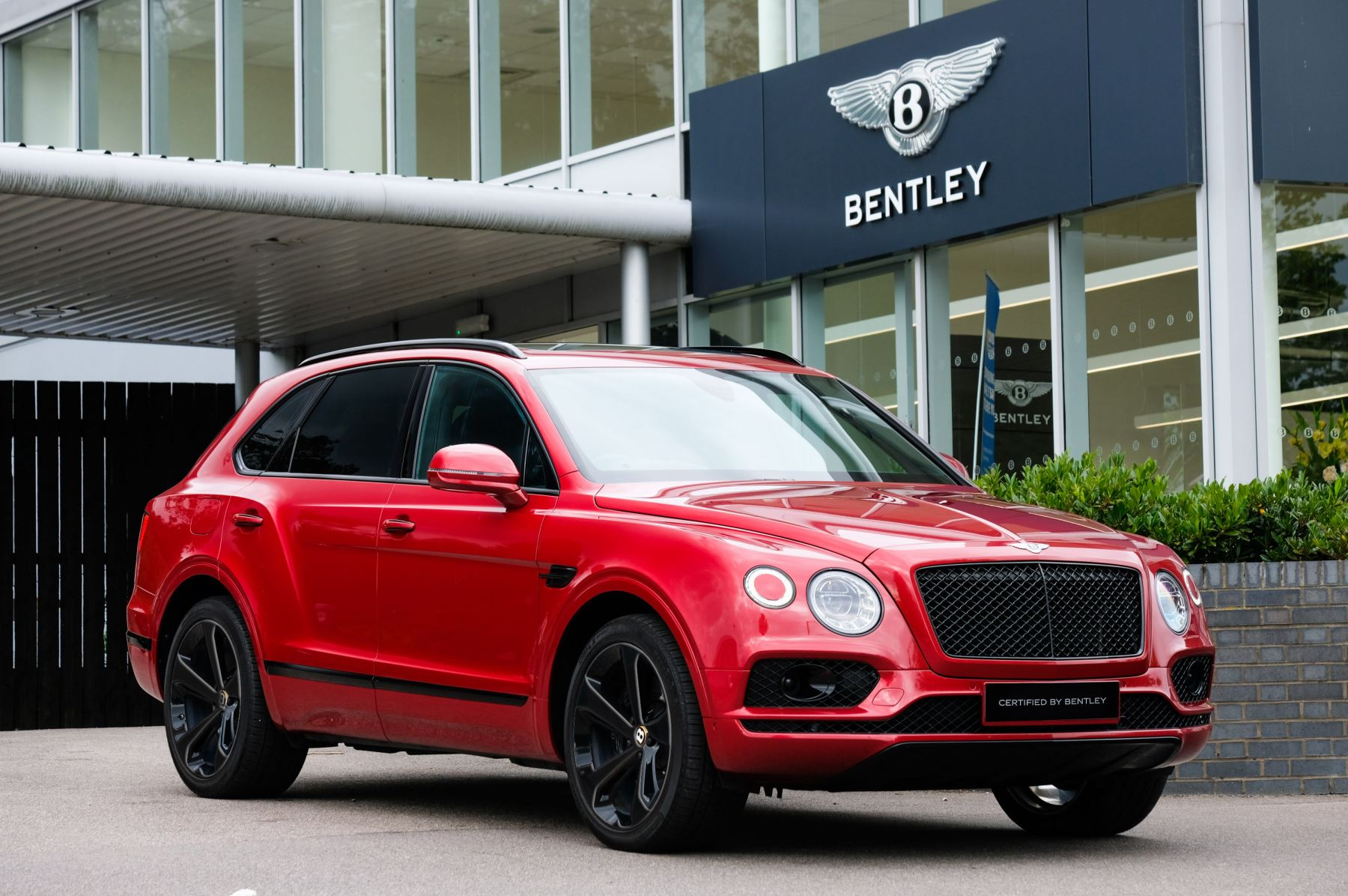 Bentley Bentayga 4.0 V8 - Mulliner Driving Specification with 22 Inch Directional - Black Painted and Polished Alloys Automatic 5 door Estate