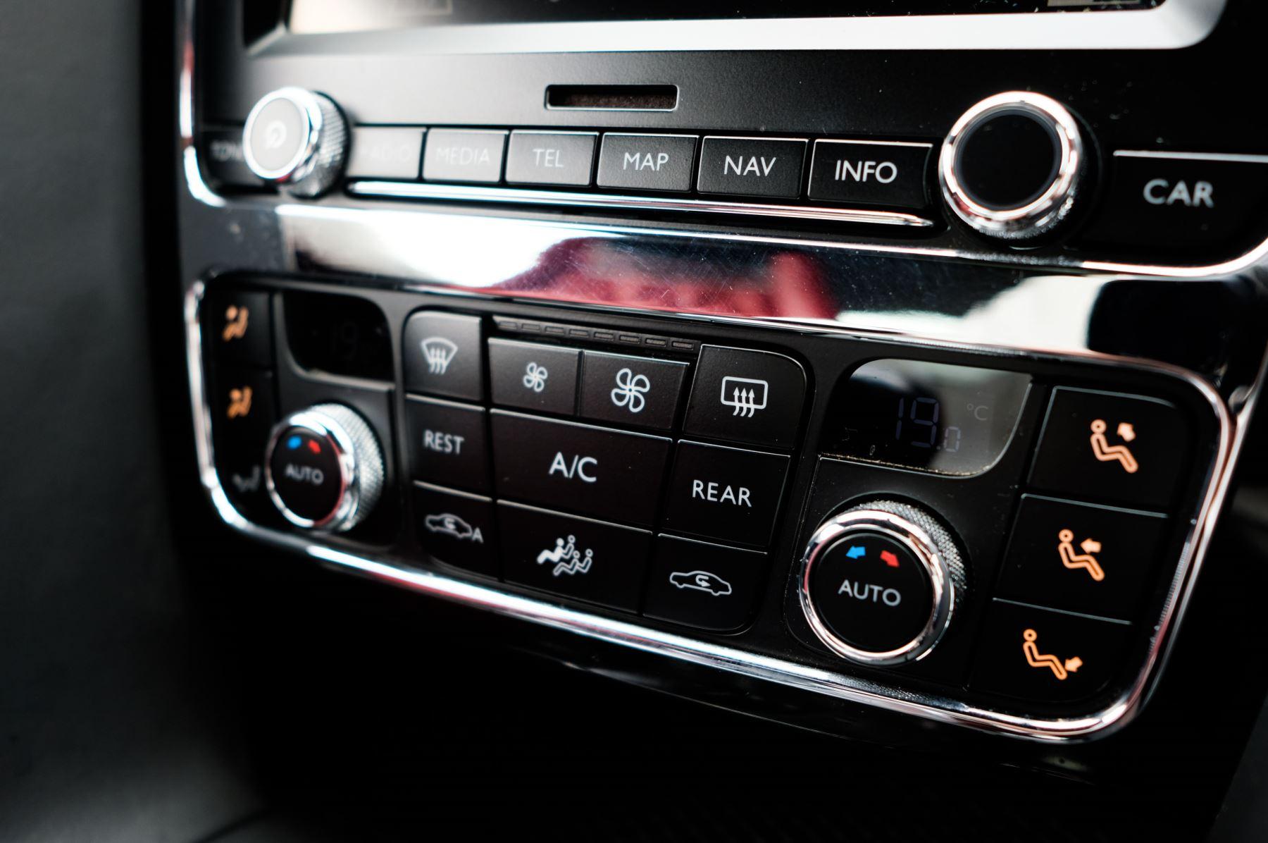 Bentley Continental GTC 6.0 W12 Speed - Massage Seats & Ventilation - Neck Warmer - Rear View Camera image 22