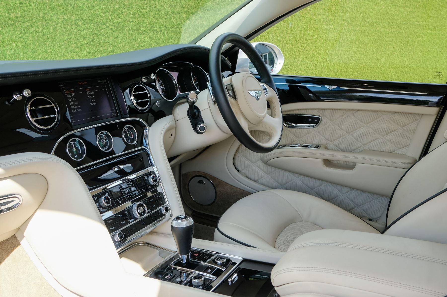 Bentley Mulsanne 6.8 V8 Mulliner Driving Spec - Naim For Bentley Premium Audio image 12