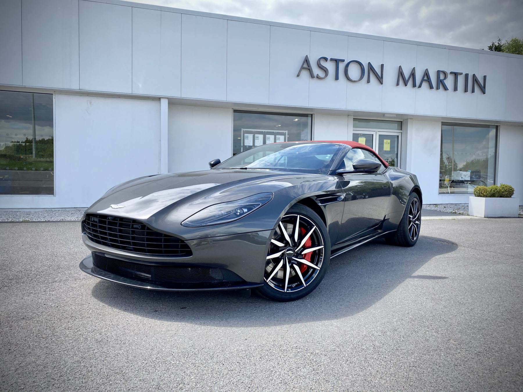 Aston Martin DB11 V8 Volante Touchtronic, Quantum Silver, Bordeaux Red Roof, Lords Red Leather, 1 Owner From New. 4.0 Automatic 2 door Convertible