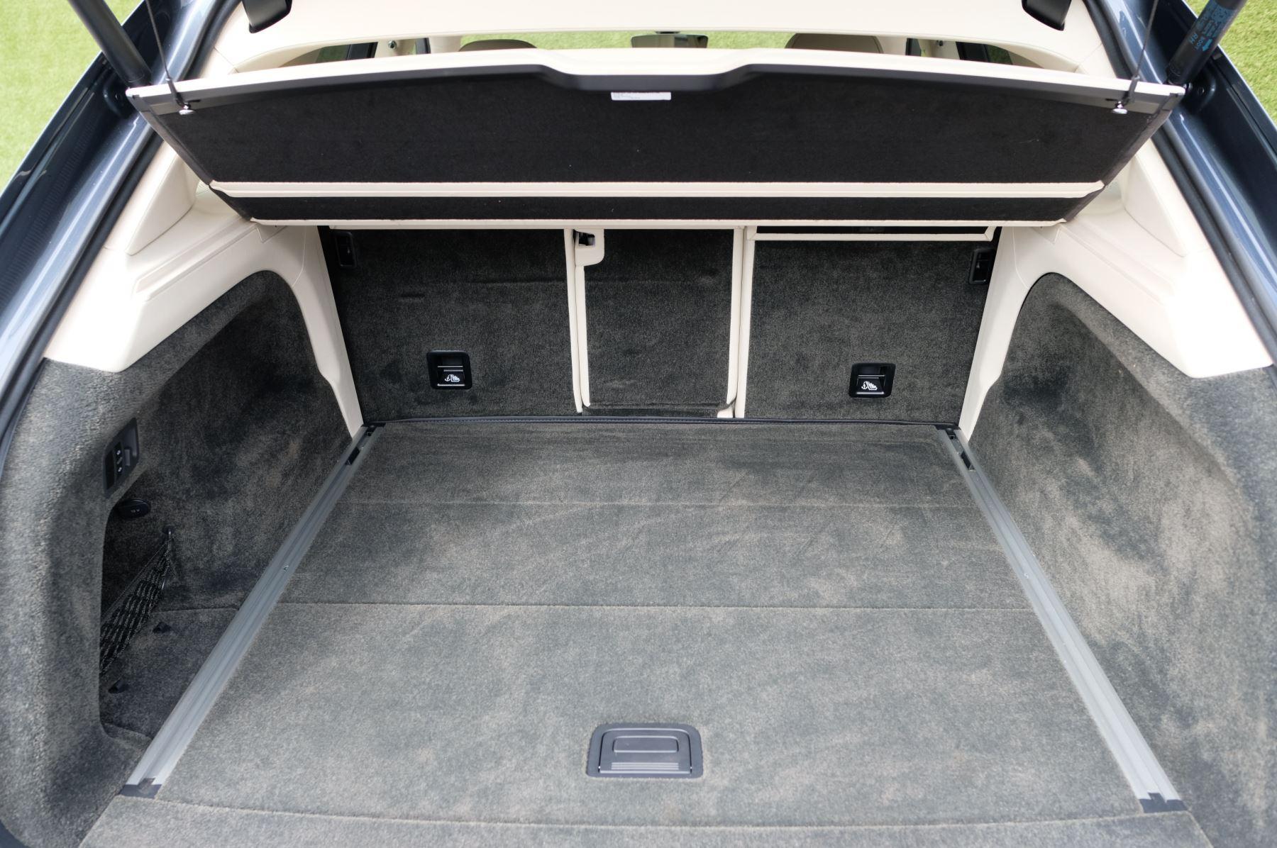 Bentley Bentayga 4.0 V8 5dr - Mulliner Driving Specification - City & Tour Specification image 19
