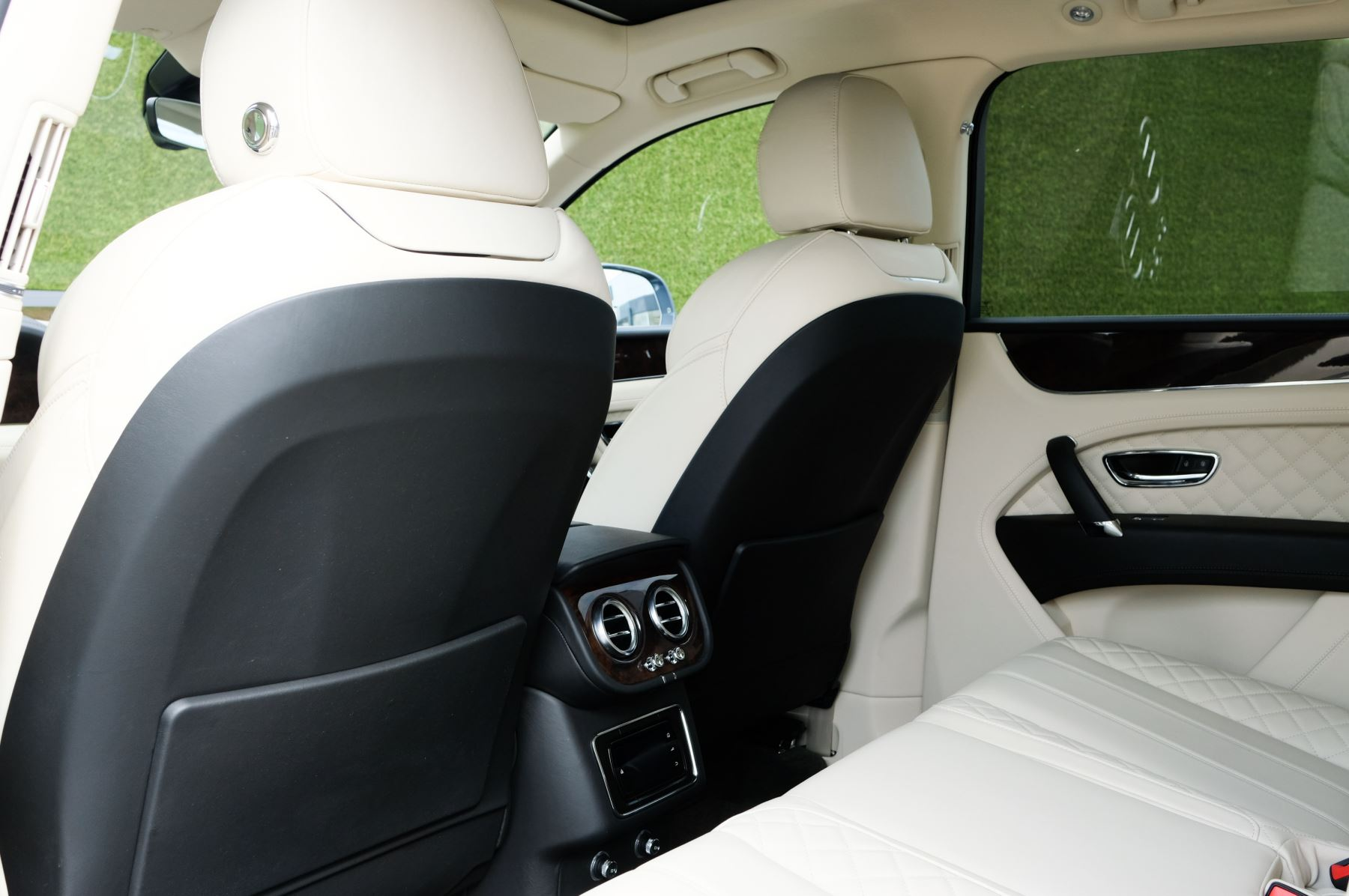 Bentley Bentayga 4.0 V8 5dr - Mulliner Driving Specification - City & Tour Specification image 15