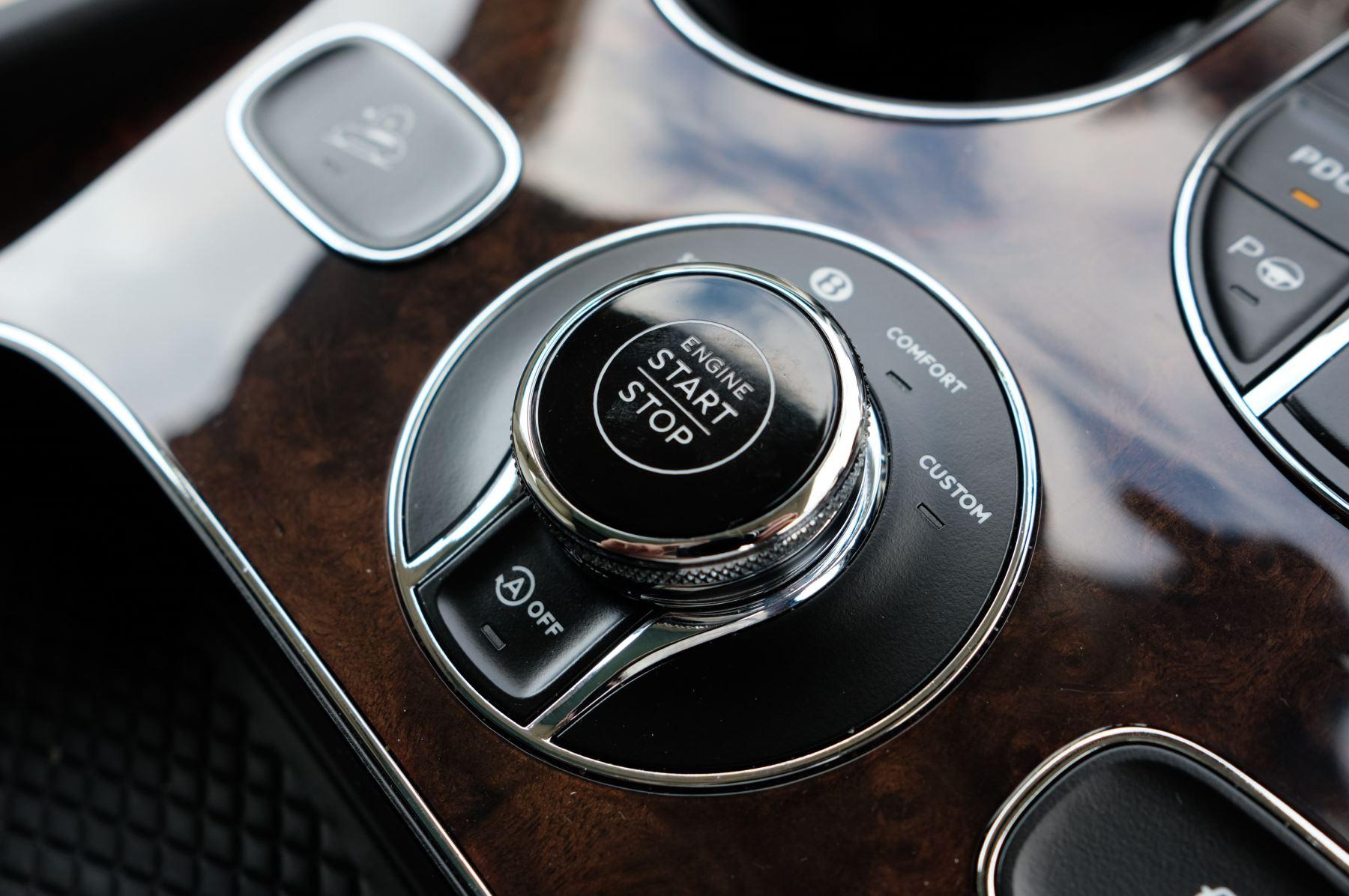 Bentley Bentayga 4.0 V8 5dr - Mulliner Driving Specification - City & Tour Specification image 24