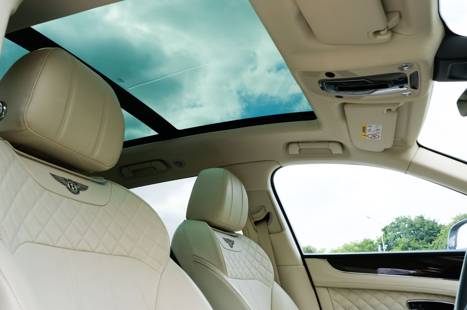 Bentley Bentayga 4.0 V8 5dr - Mulliner Driving Specification - City & Tour Specification image 28