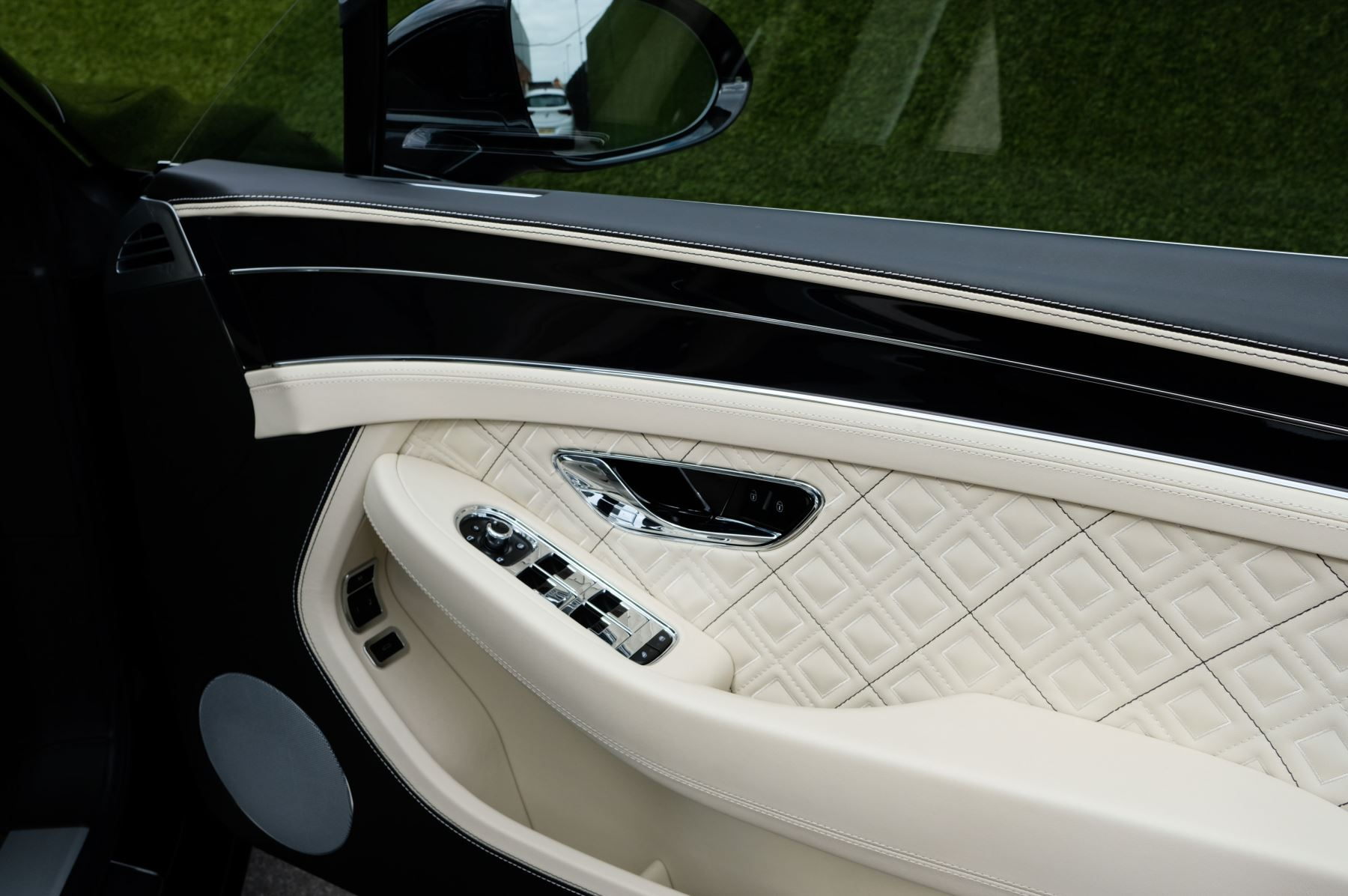 Bentley Continental GT 6.0 W12 1st Edition - Comfort Seating - Touring Specification image 17