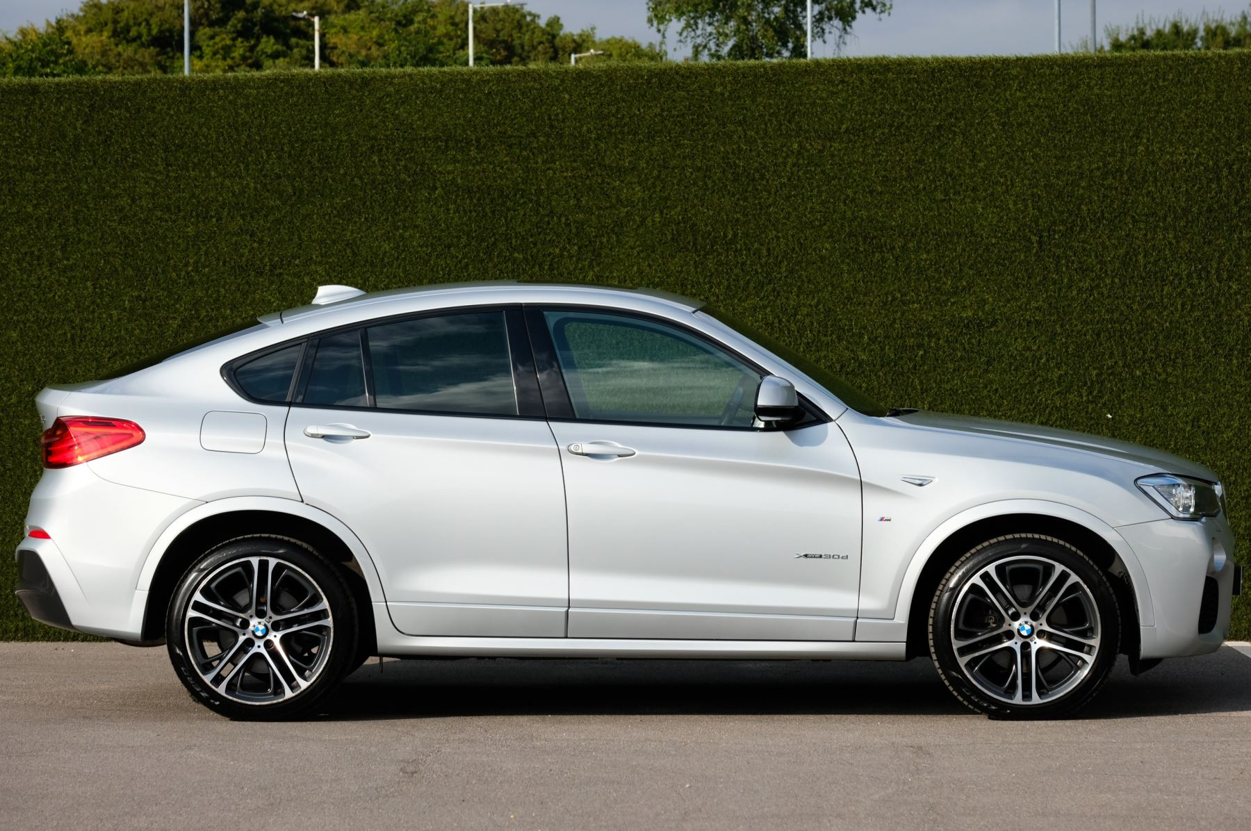 BMW X4 xDrive30d M Sport 5dr Step - M Sport Plus Package - Interior Comfort Package - Elec Glass Sunroof -  image 3