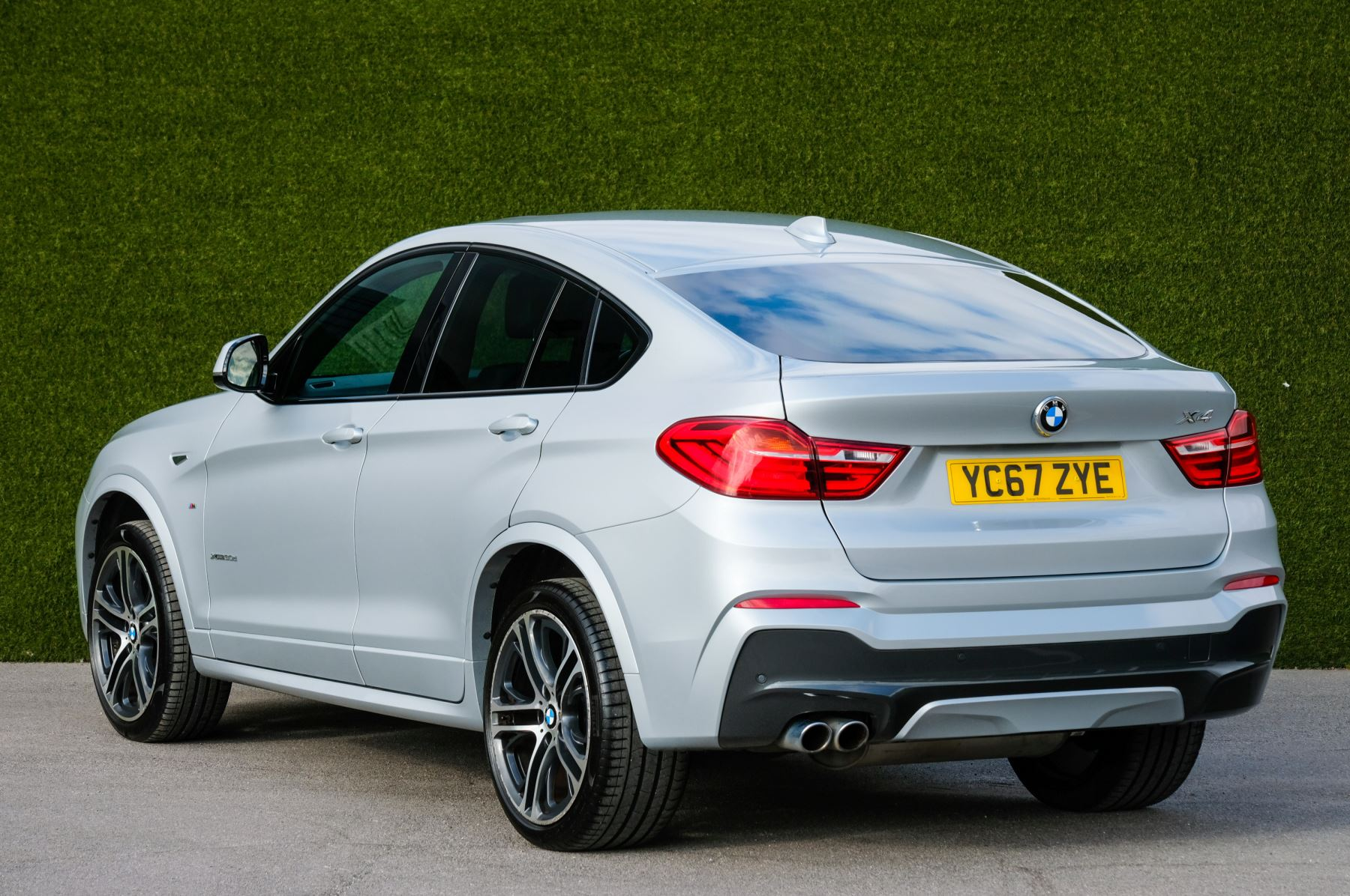 BMW X4 xDrive30d M Sport 5dr Step - M Sport Plus Package - Interior Comfort Package - Elec Glass Sunroof -  image 5