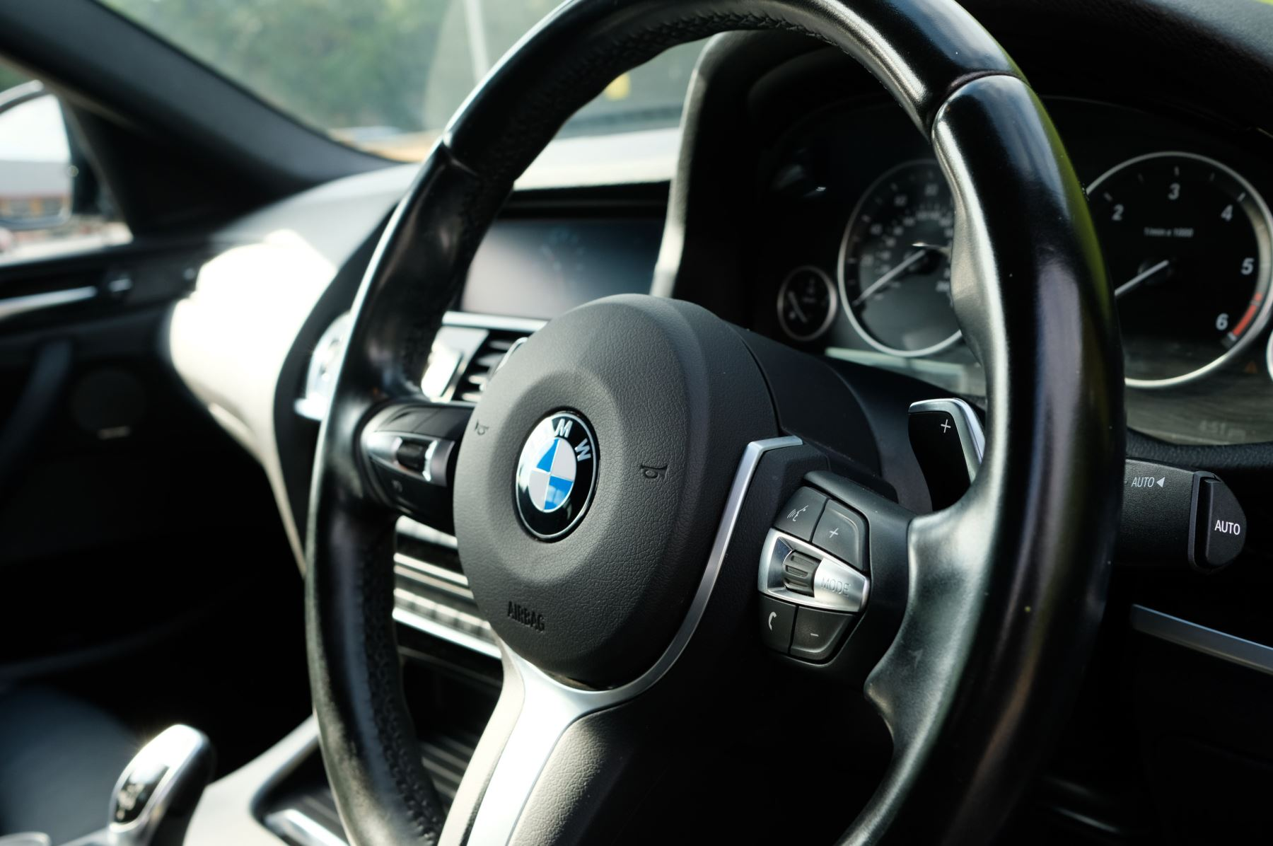 BMW X4 xDrive30d M Sport 5dr Step - M Sport Plus Package - Interior Comfort Package - Elec Glass Sunroof -  image 11