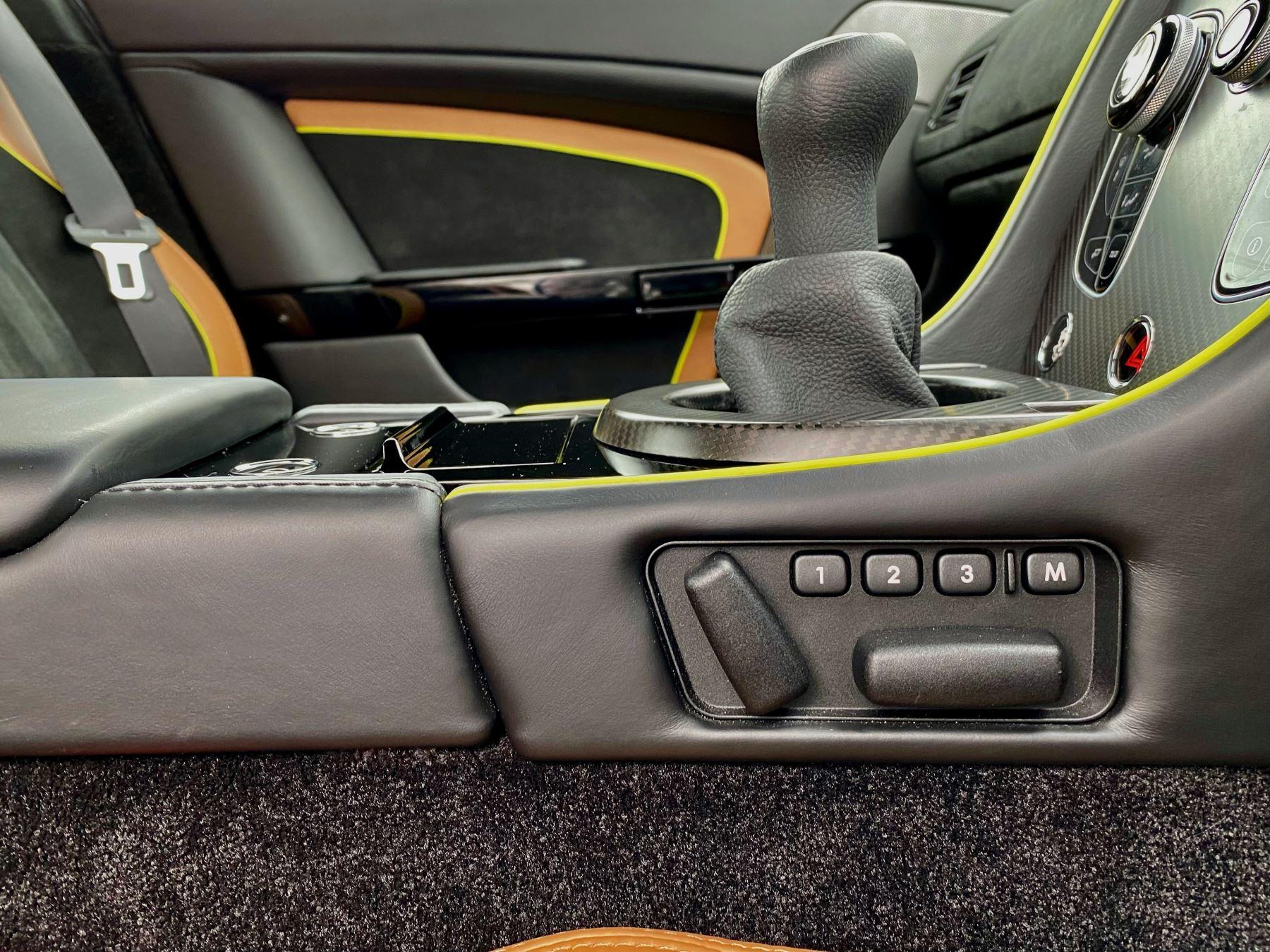 Aston Martin Vantage AMR AMR 2dr Manual  image 31
