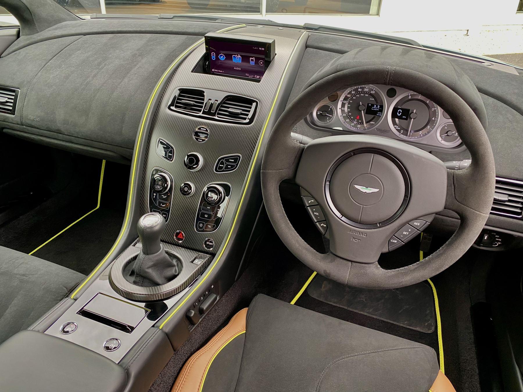 Aston Martin Vantage AMR AMR 2dr Manual  image 32