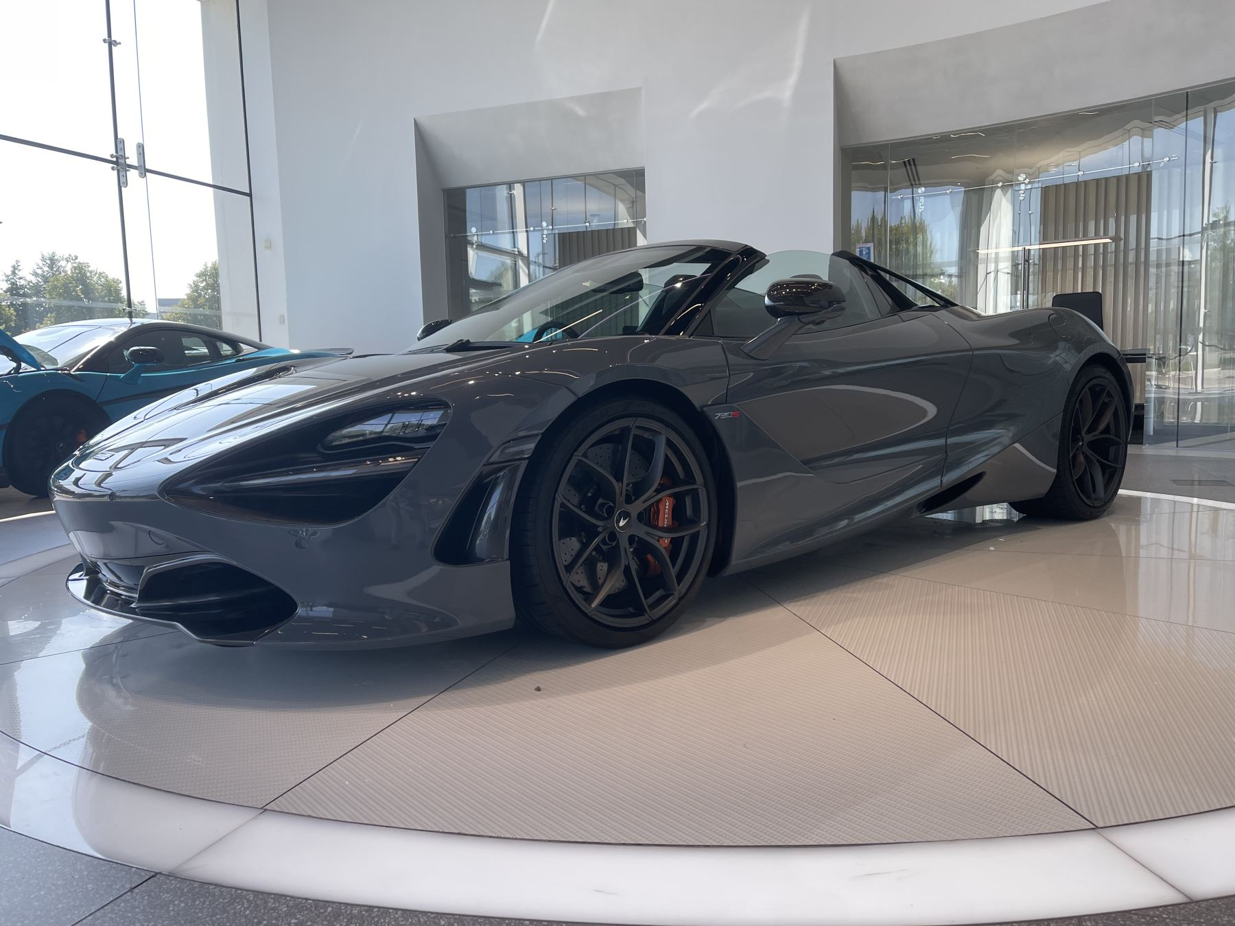 McLaren 720S Spider V8 2 DR PERFORMANCE VERY RARE COLOUR AND FULL CAR PPF image 2