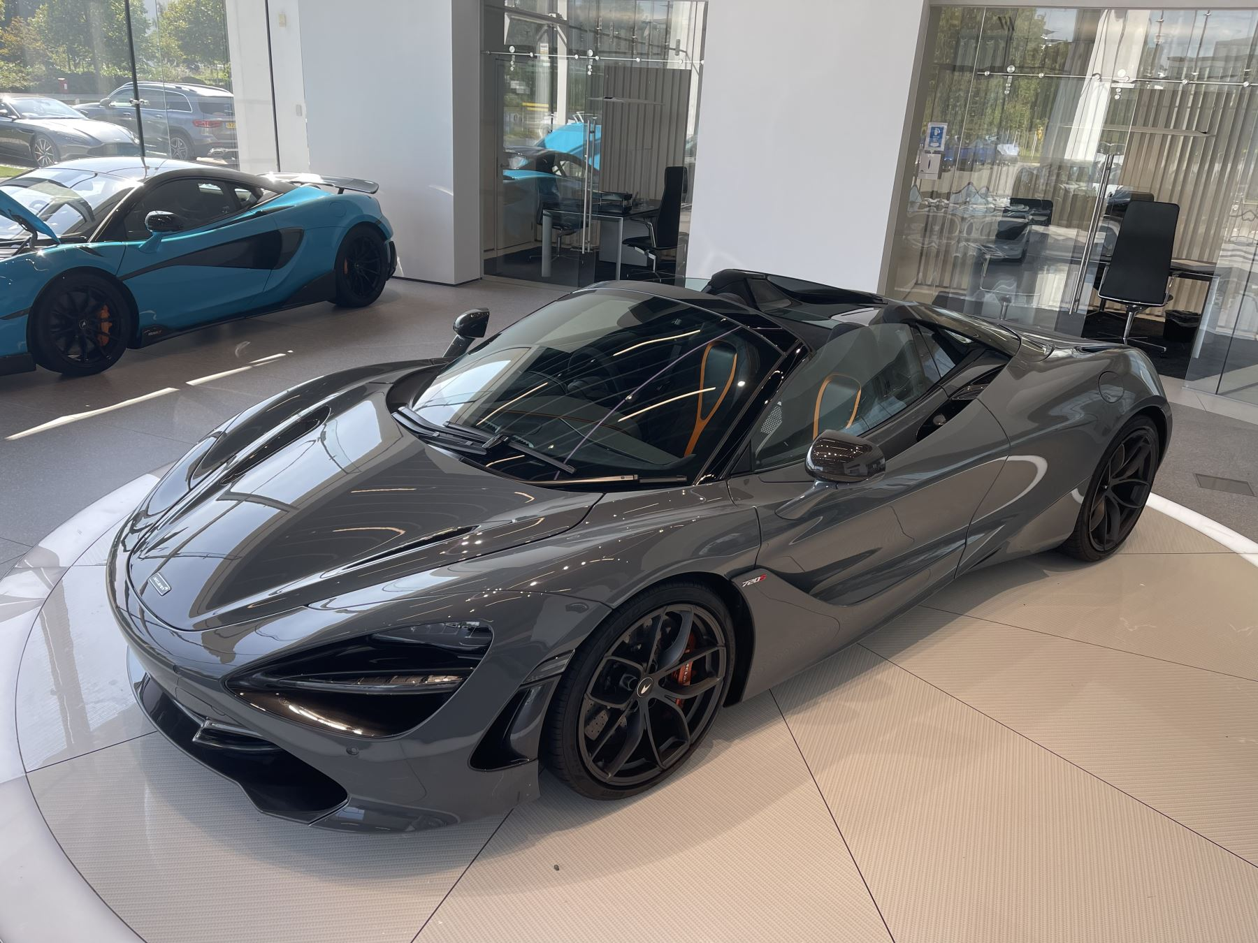 McLaren 720S Spider V8 2 DR PERFORMANCE VERY RARE COLOUR AND FULL CAR PPF image 4
