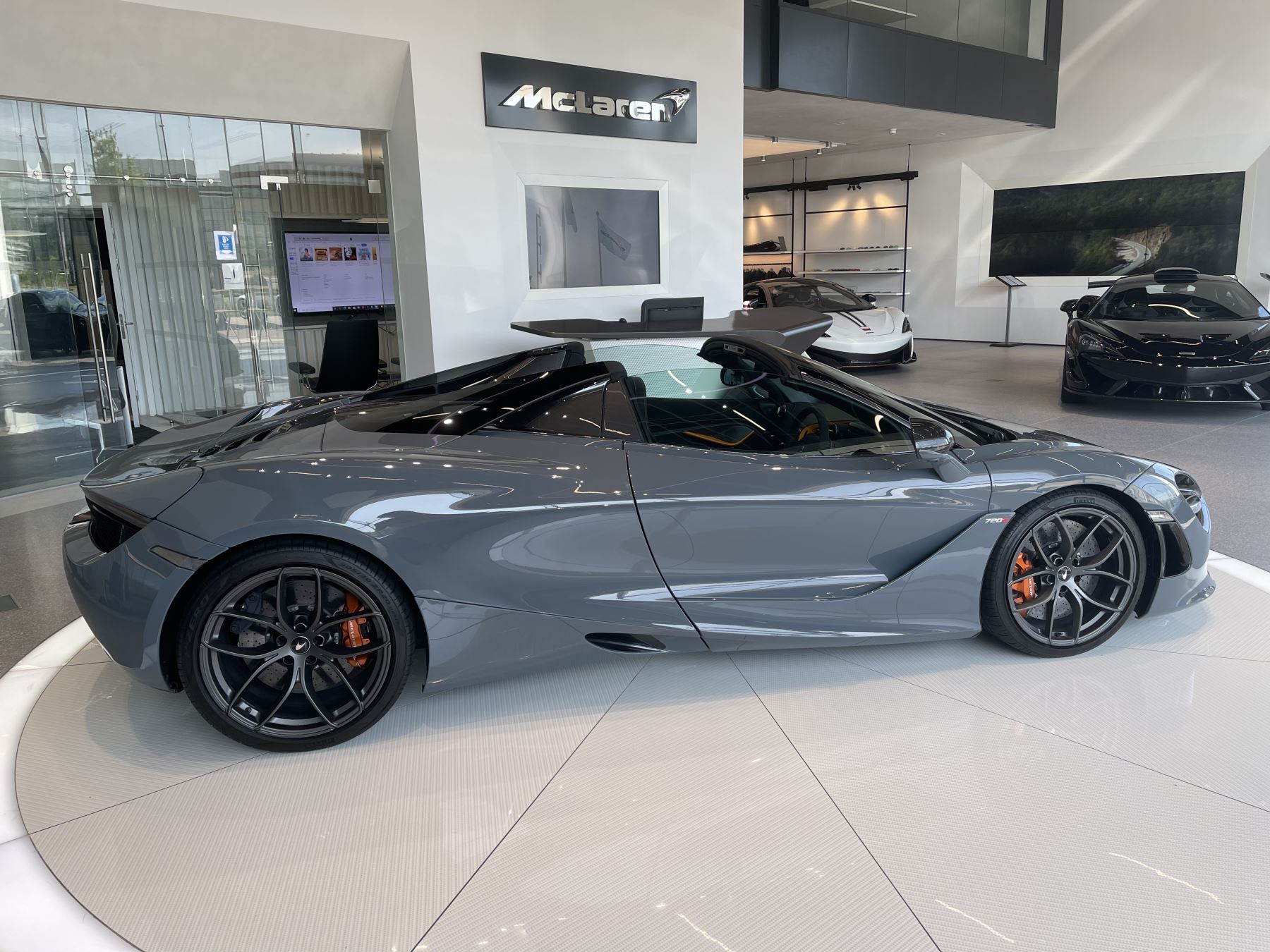 McLaren 720S Spider V8 2 DR PERFORMANCE VERY RARE COLOUR AND FULL CAR PPF image 8