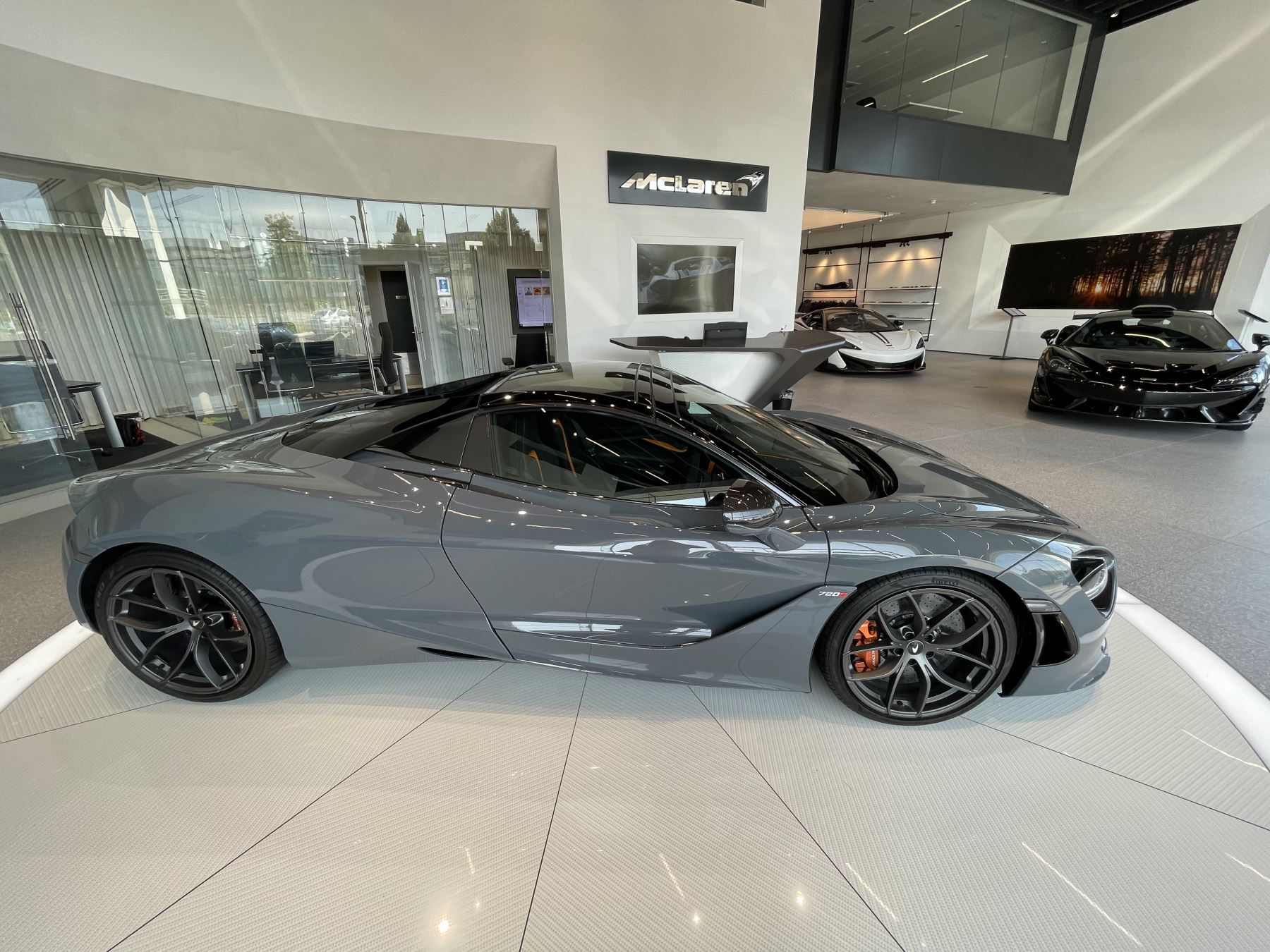 McLaren 720S Spider V8 2 DR PERFORMANCE VERY RARE COLOUR AND FULL CAR PPF image 20