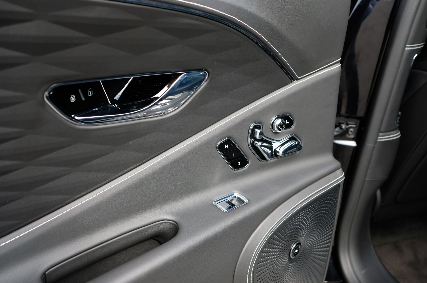 Bentley Flying Spur 6.0 W12 - First Edition - Mulliner Driving Specification image 18