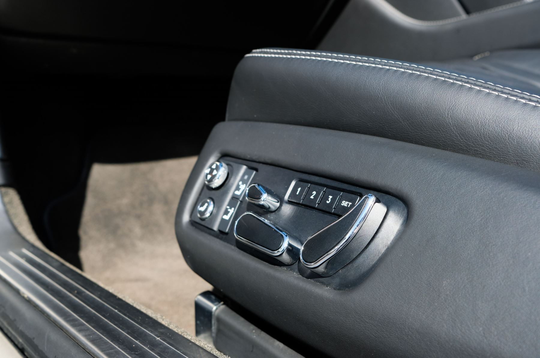 Bentley Continental GTC 4.0 V8 S Mulliner Driving Spec - Ventilated Front Seats with Massage Function image 18