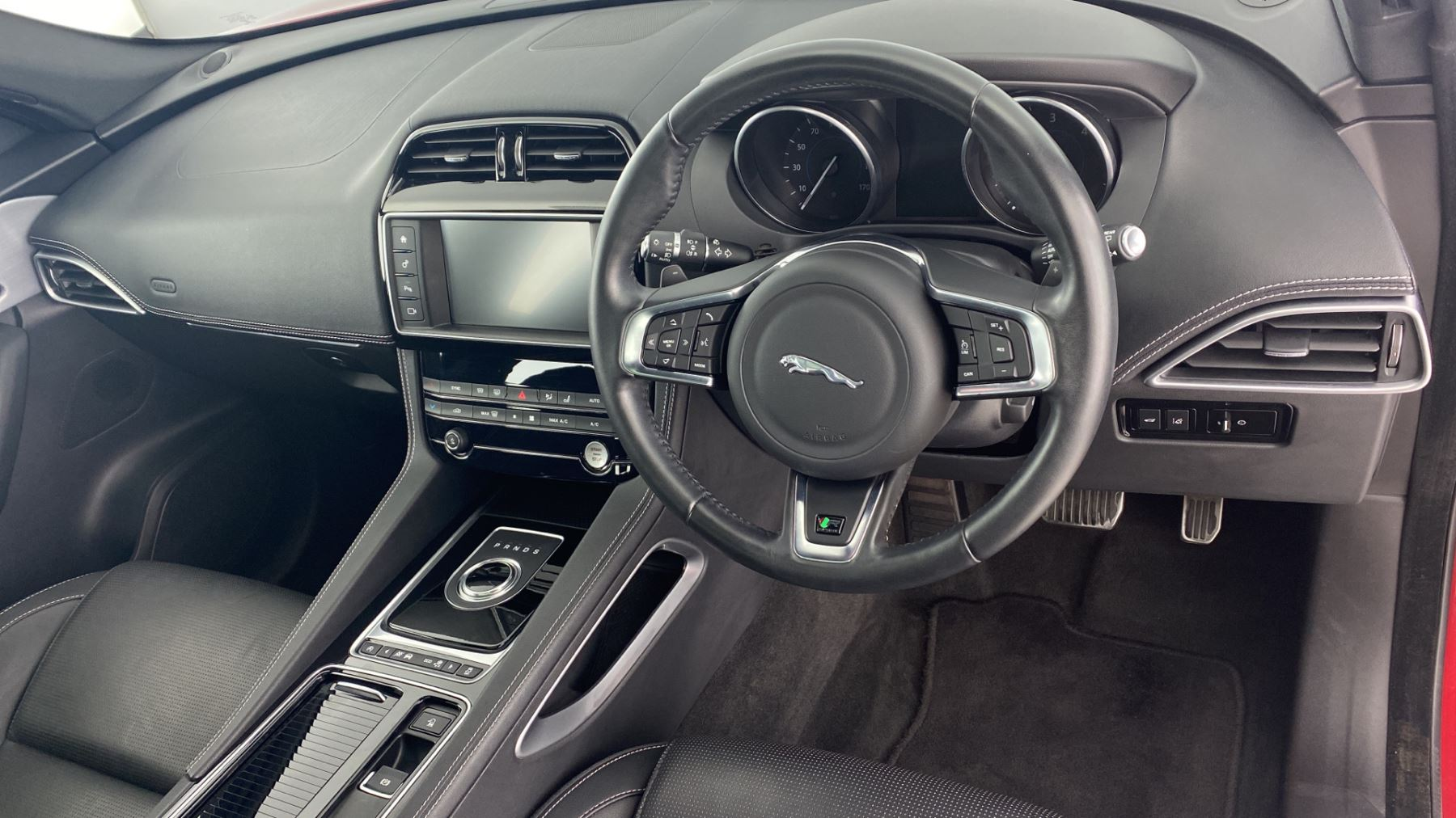 Jaguar F-PACE 2.0d R-Sport AWD - Sliding Panoramic Roof - Rear View Camera image 9