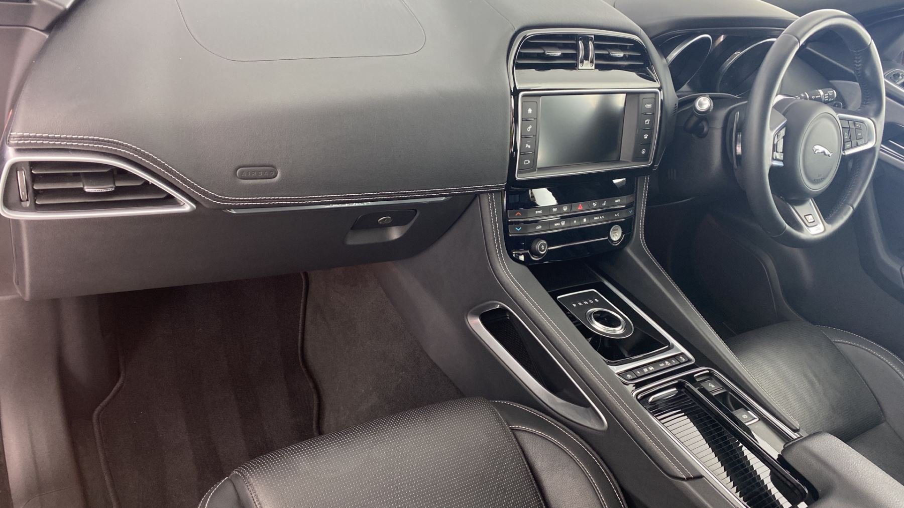 Jaguar F-PACE 2.0d R-Sport AWD - Sliding Panoramic Roof - Rear View Camera image 10