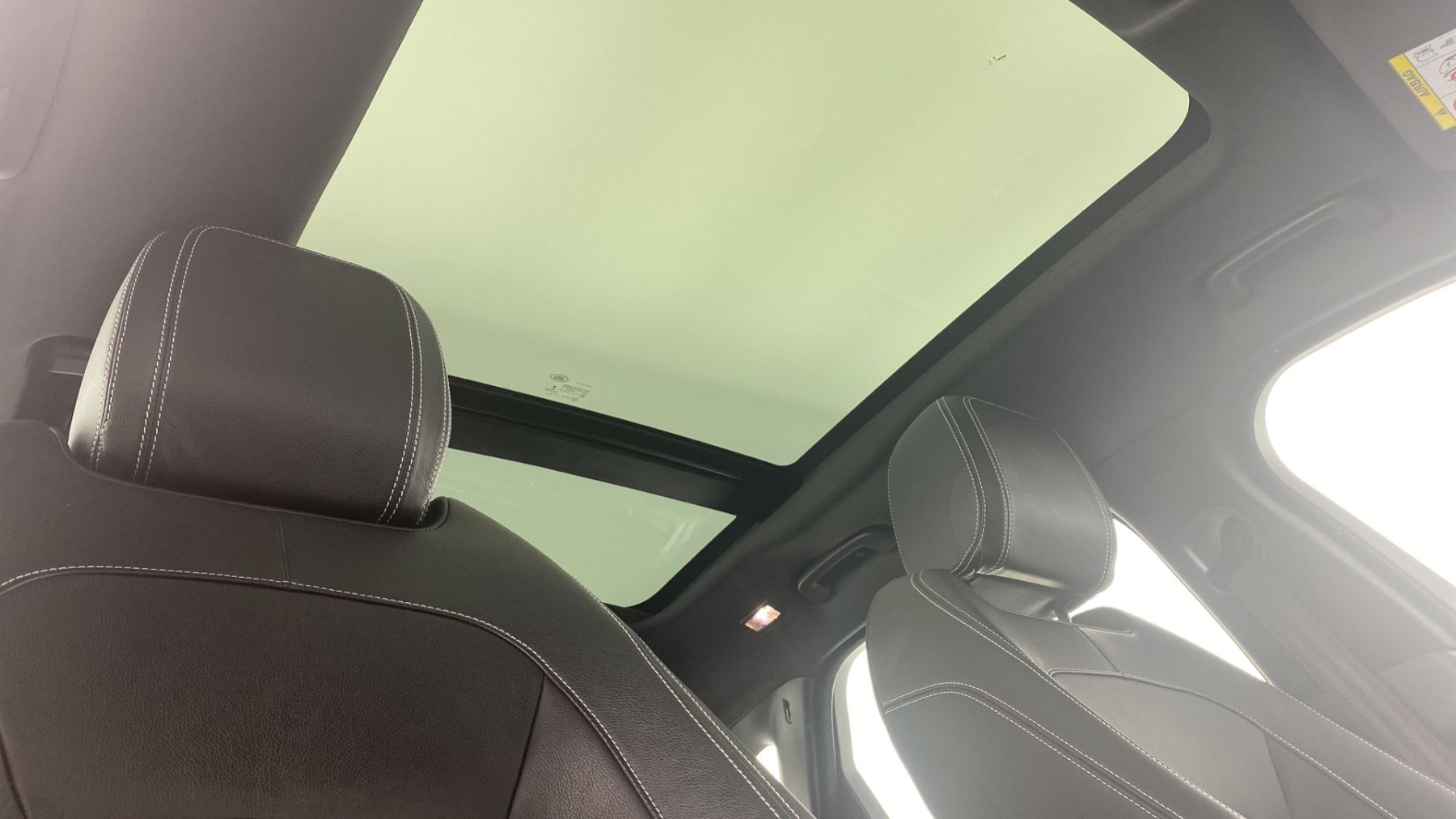 Jaguar F-PACE 2.0d R-Sport AWD - Sliding Panoramic Roof - Rear View Camera image 30