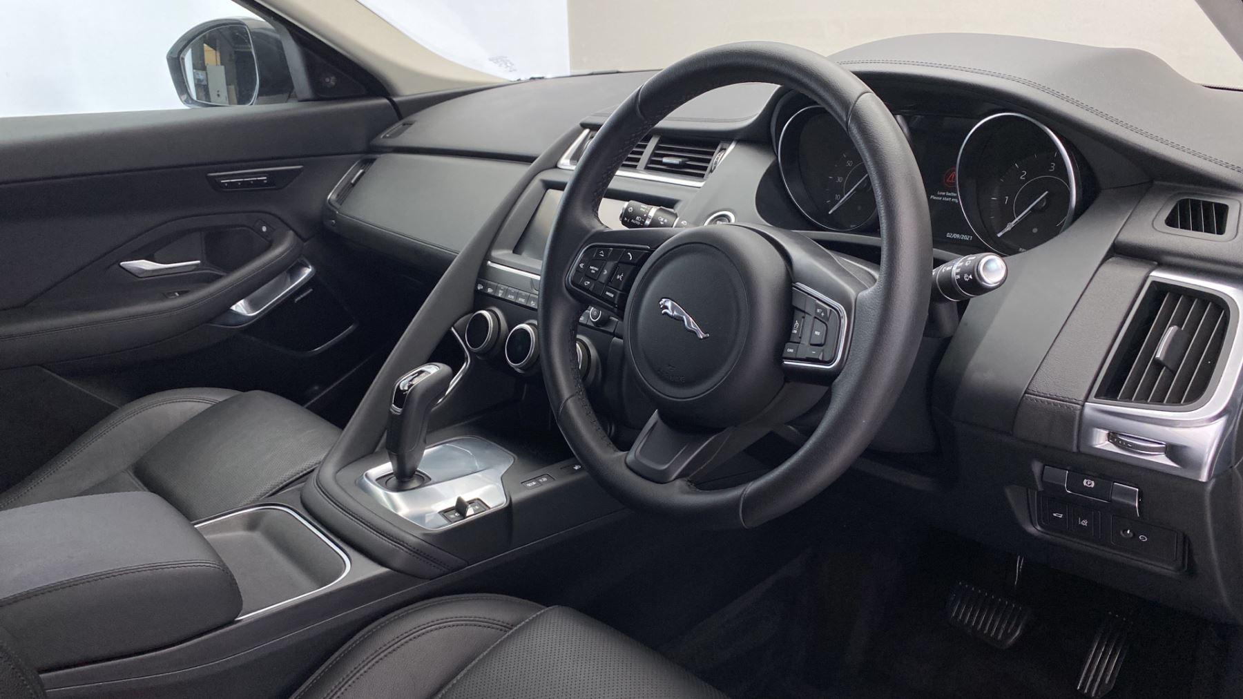 Jaguar E-PACE 2.0d SE AWD - Meridian Sound System - Powered Seats - Satellite Navigation image 9