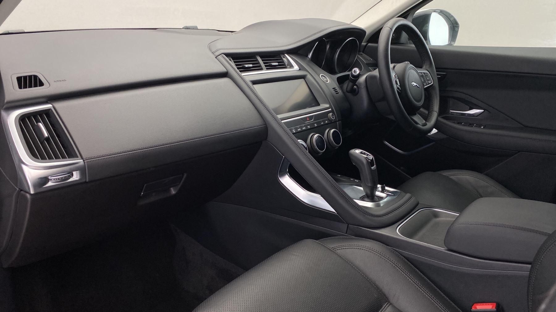 Jaguar E-PACE 2.0d SE AWD - Meridian Sound System - Powered Seats - Satellite Navigation image 10