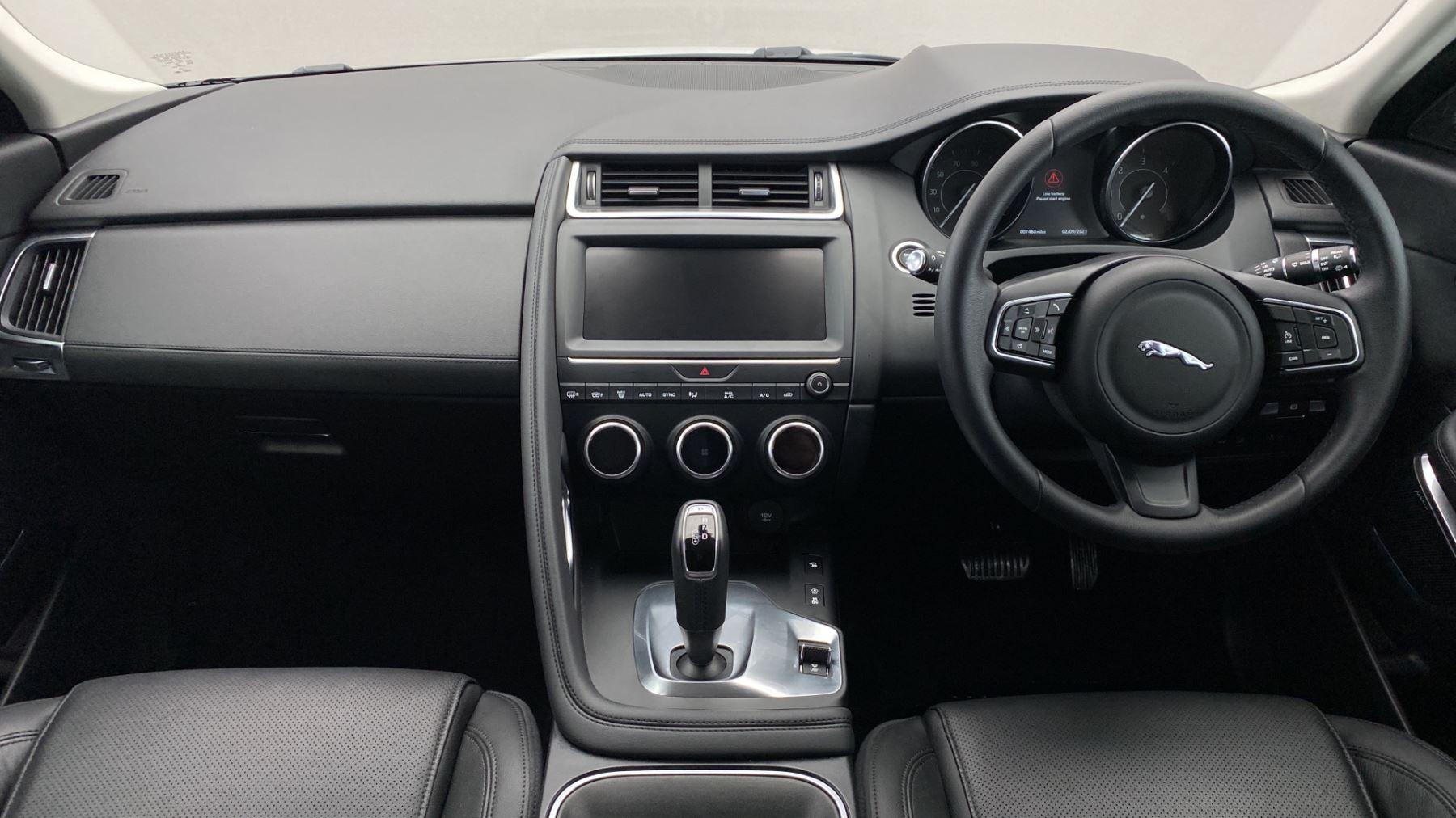 Jaguar E-PACE 2.0d SE AWD - Meridian Sound System - Powered Seats - Satellite Navigation image 11