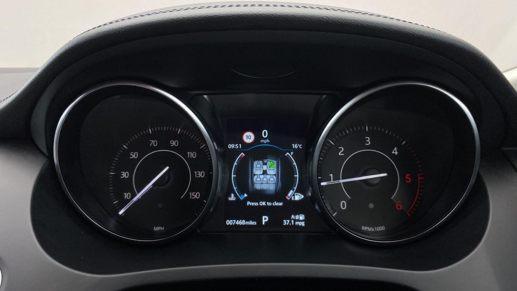 Jaguar E-PACE 2.0d SE AWD - Meridian Sound System - Powered Seats - Satellite Navigation image 13
