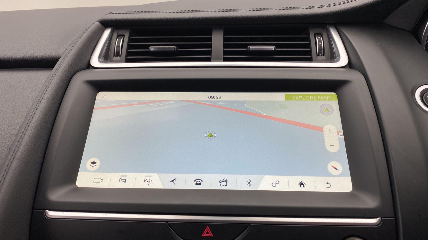 Jaguar E-PACE 2.0d SE AWD - Meridian Sound System - Powered Seats - Satellite Navigation image 22