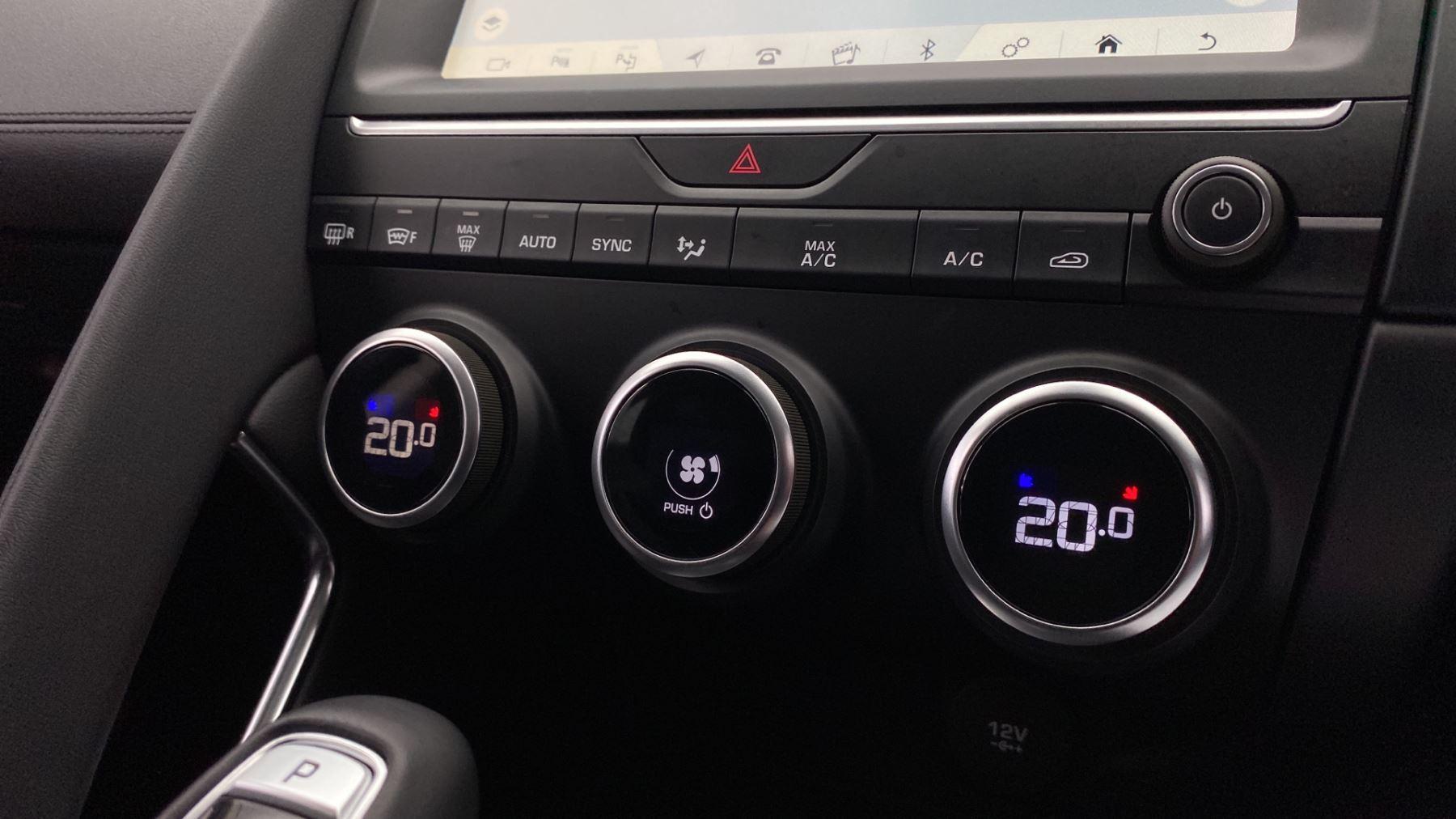 Jaguar E-PACE 2.0d SE AWD - Meridian Sound System - Powered Seats - Satellite Navigation image 23