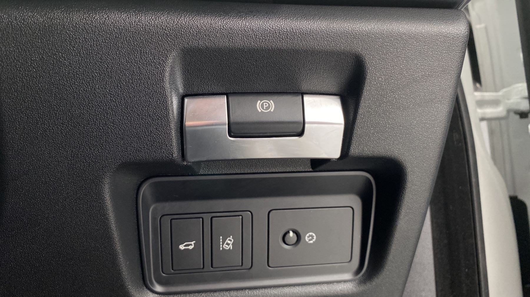 Jaguar E-PACE 2.0d SE AWD - Meridian Sound System - Powered Seats - Satellite Navigation image 26