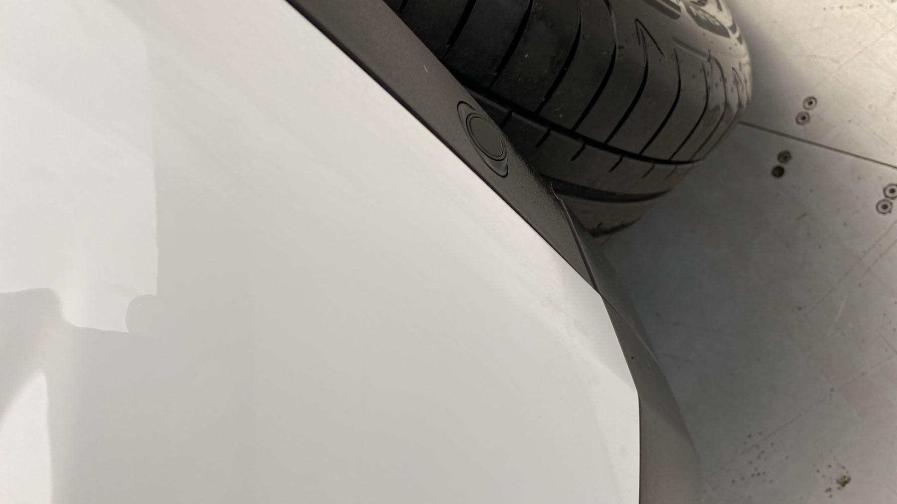 Jaguar E-PACE 2.0d SE AWD - Meridian Sound System - Powered Seats - Satellite Navigation image 31