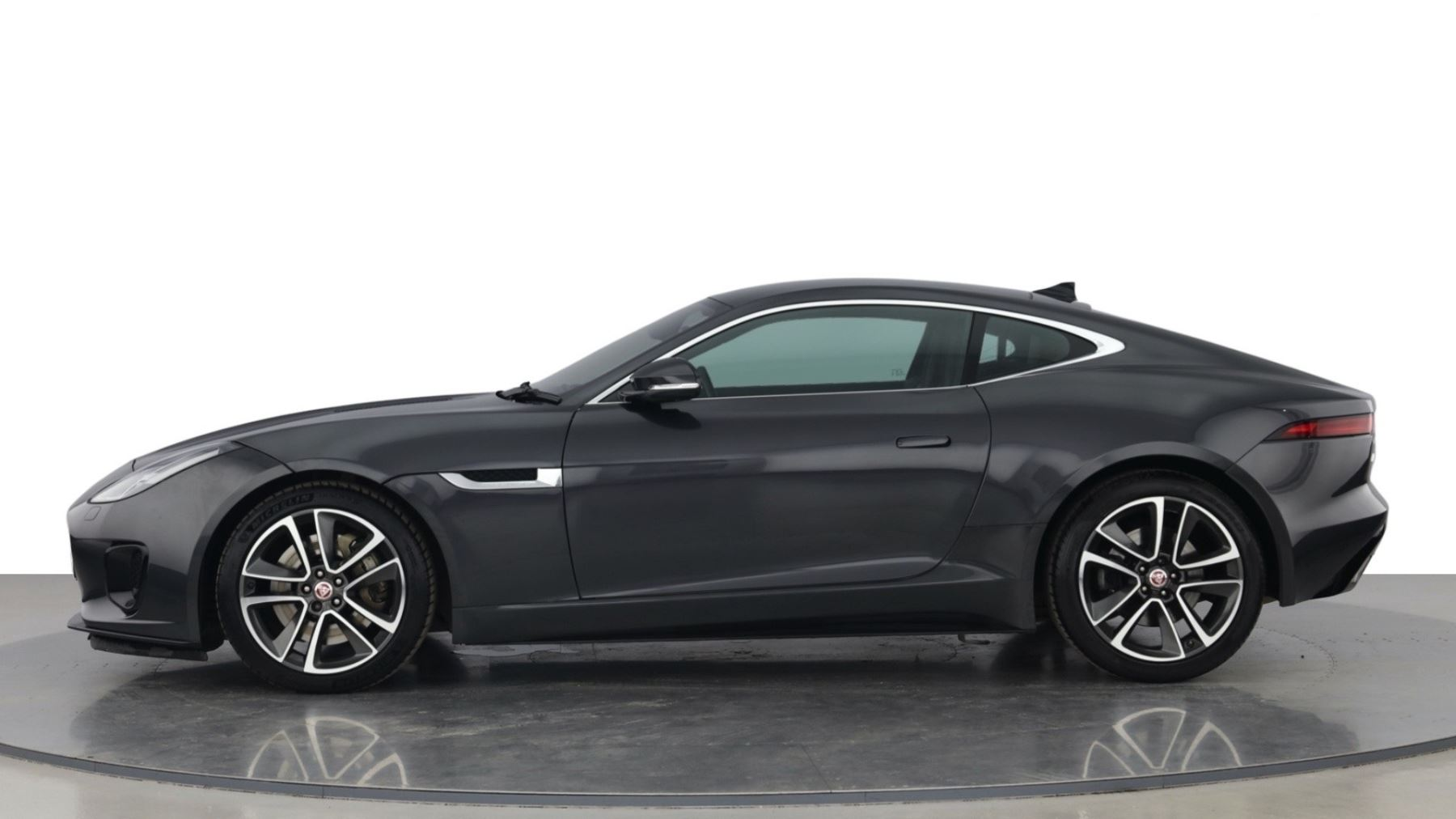 Jaguar F-TYPE 3.0 Supercharged V6 R-Dynamic with Panoramic Sunroof and Meridian Surround Sound image 5