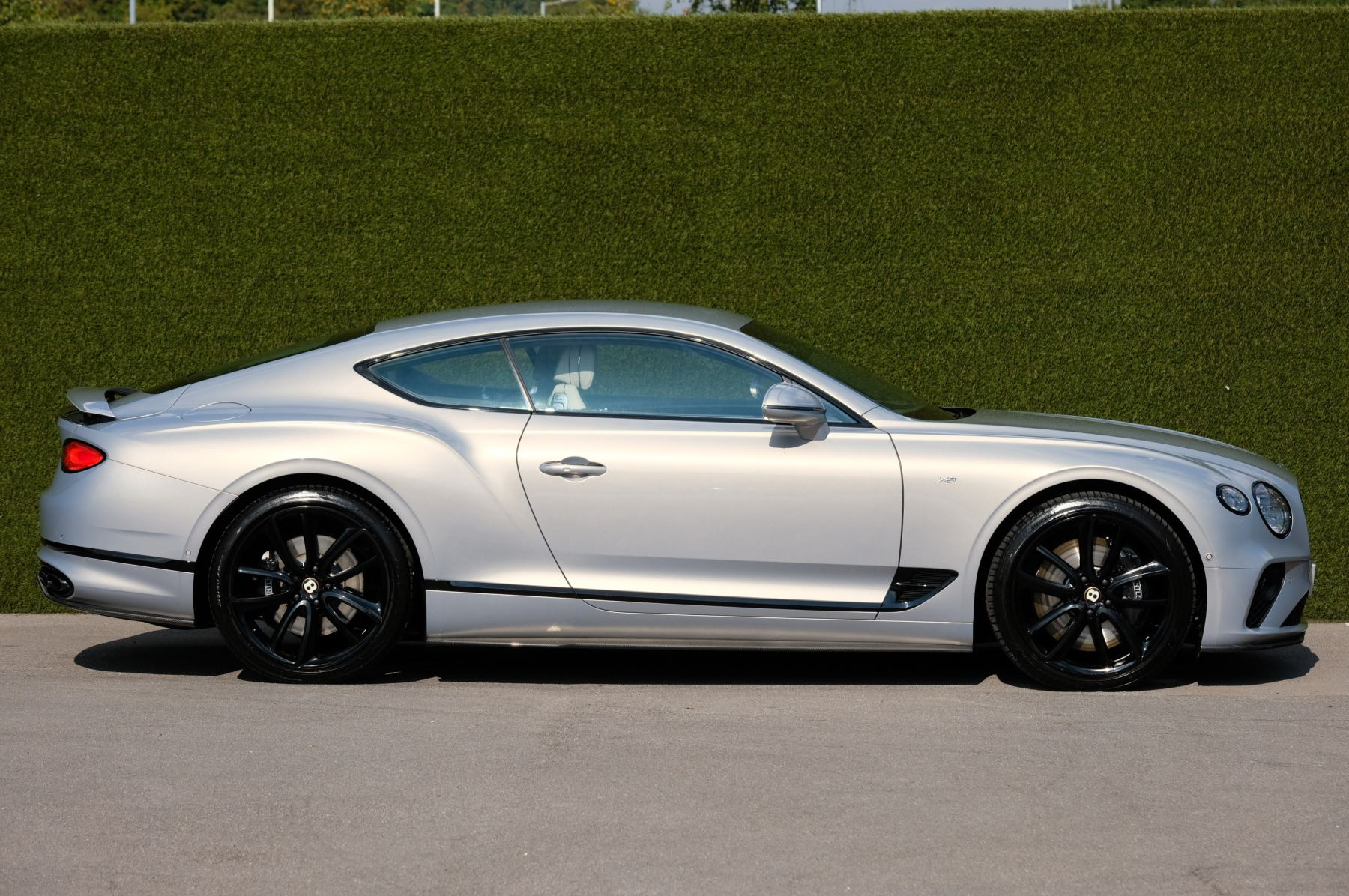 Bentley Continental GT 4.0 V8 - Mulliner Driving Specification with Black Painted Wheels - Touring and Centenary Spec image 3