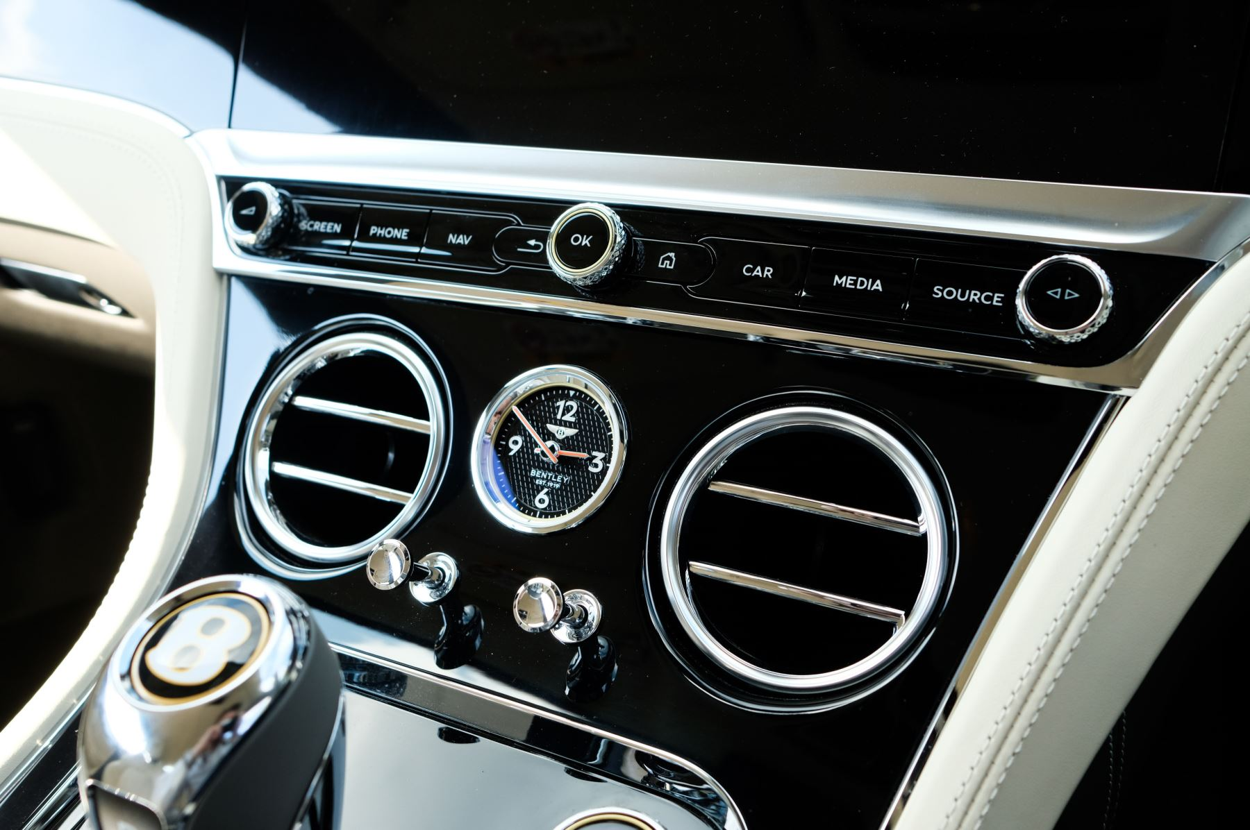 Bentley Continental GT 4.0 V8 - Mulliner Driving Specification with Black Painted Wheels - Touring and Centenary Spec image 25