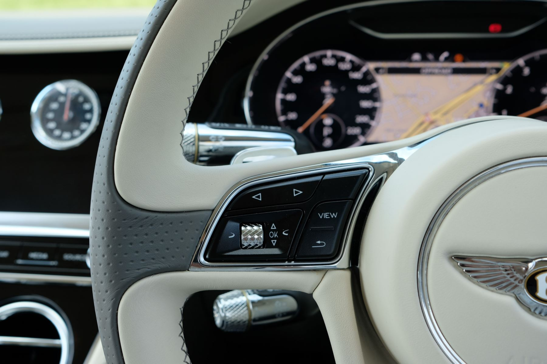 Bentley Continental GT 4.0 V8 - Mulliner Driving Specification with Black Painted Wheels - Touring and Centenary Spec image 30