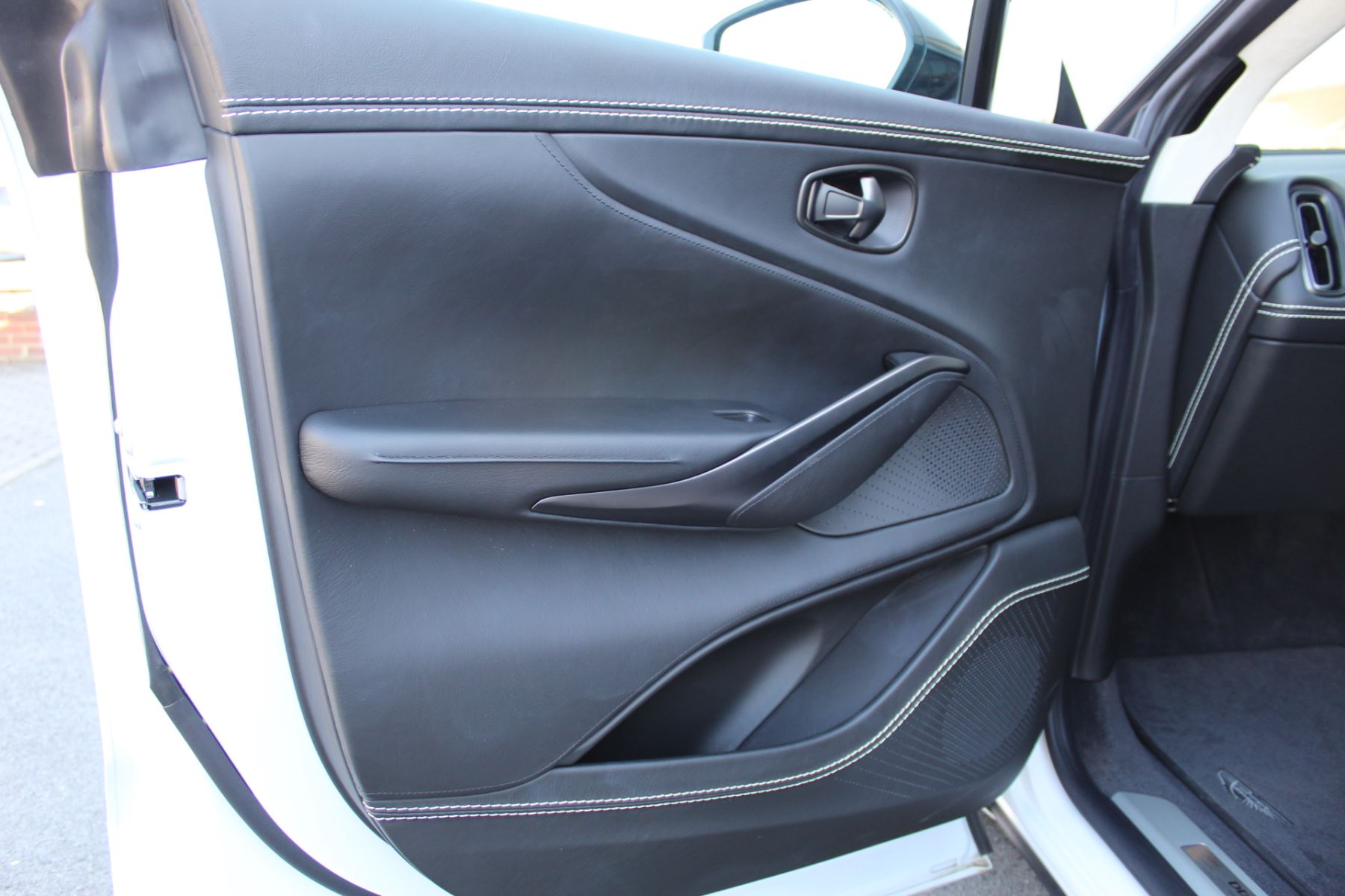 Aston Martin DBX V8 Twin Turbo Massive Spec Low mileage image 17