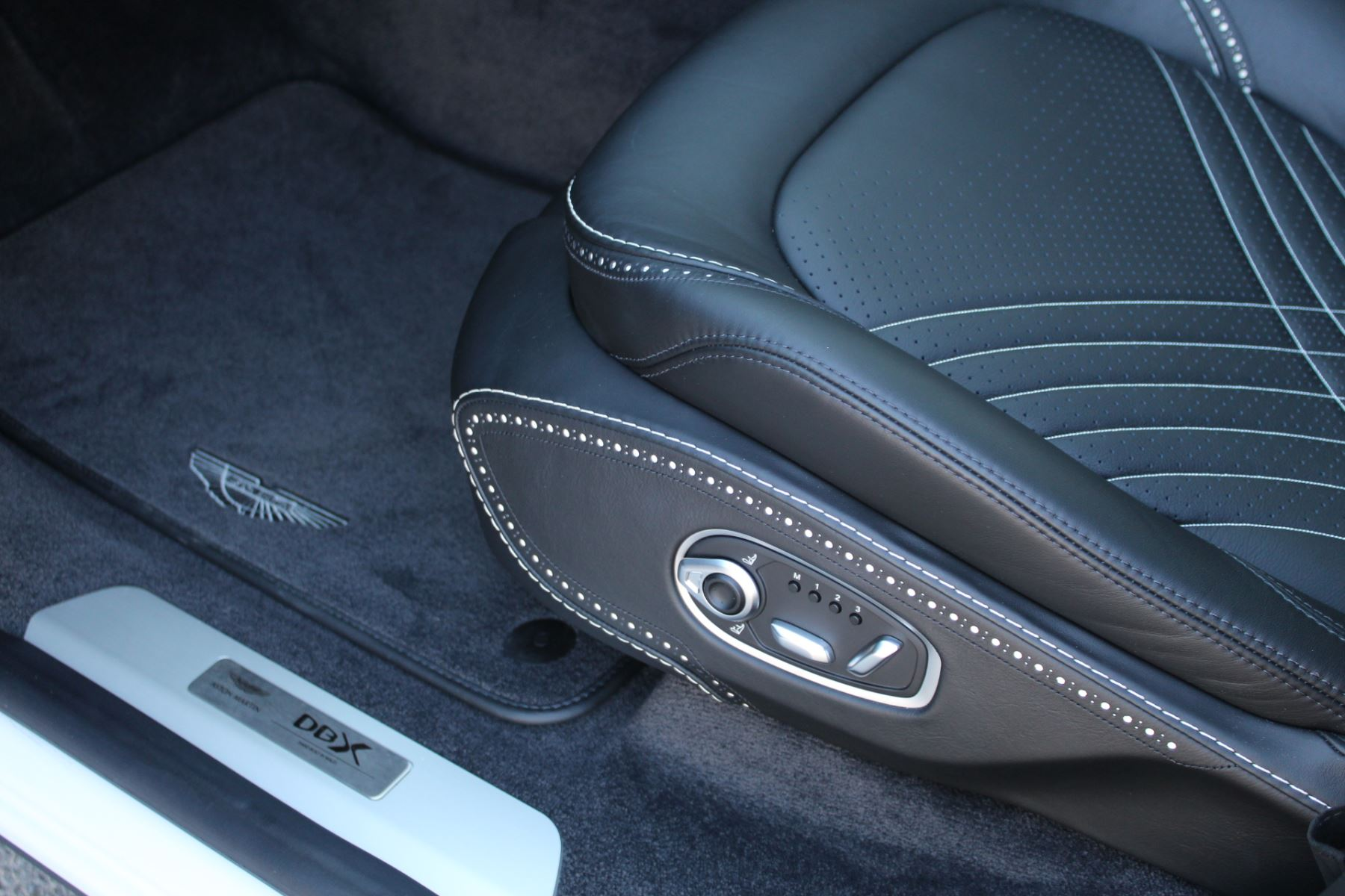Aston Martin DBX V8 Twin Turbo Massive Spec Low mileage image 18
