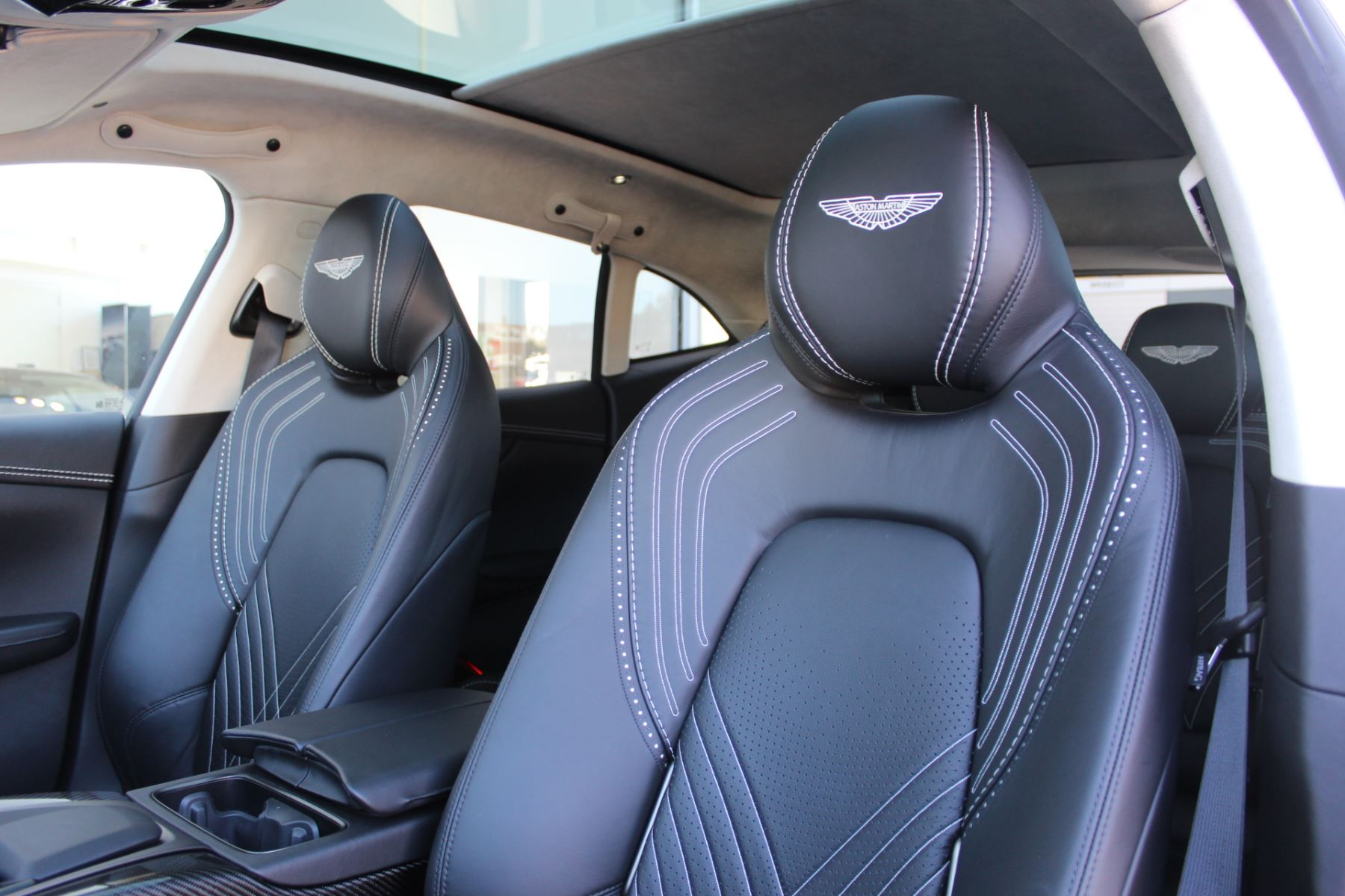 Aston Martin DBX V8 Twin Turbo Massive Spec Low mileage image 12