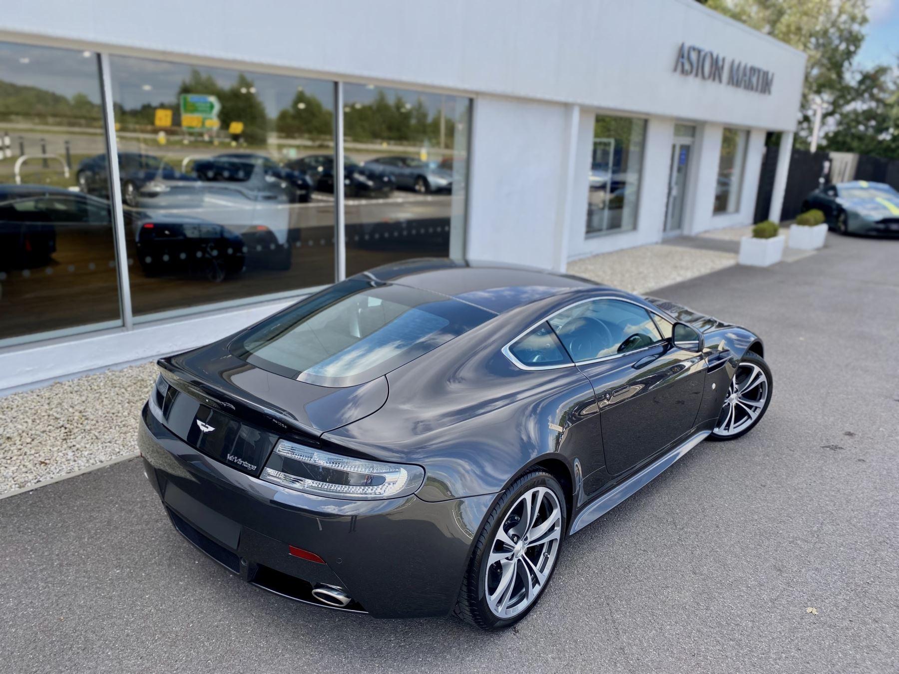 Aston Martin V12 Vantage 2dr v12 manual coupe. Sports Seats . Manual . Ceramic Brakes  image 9