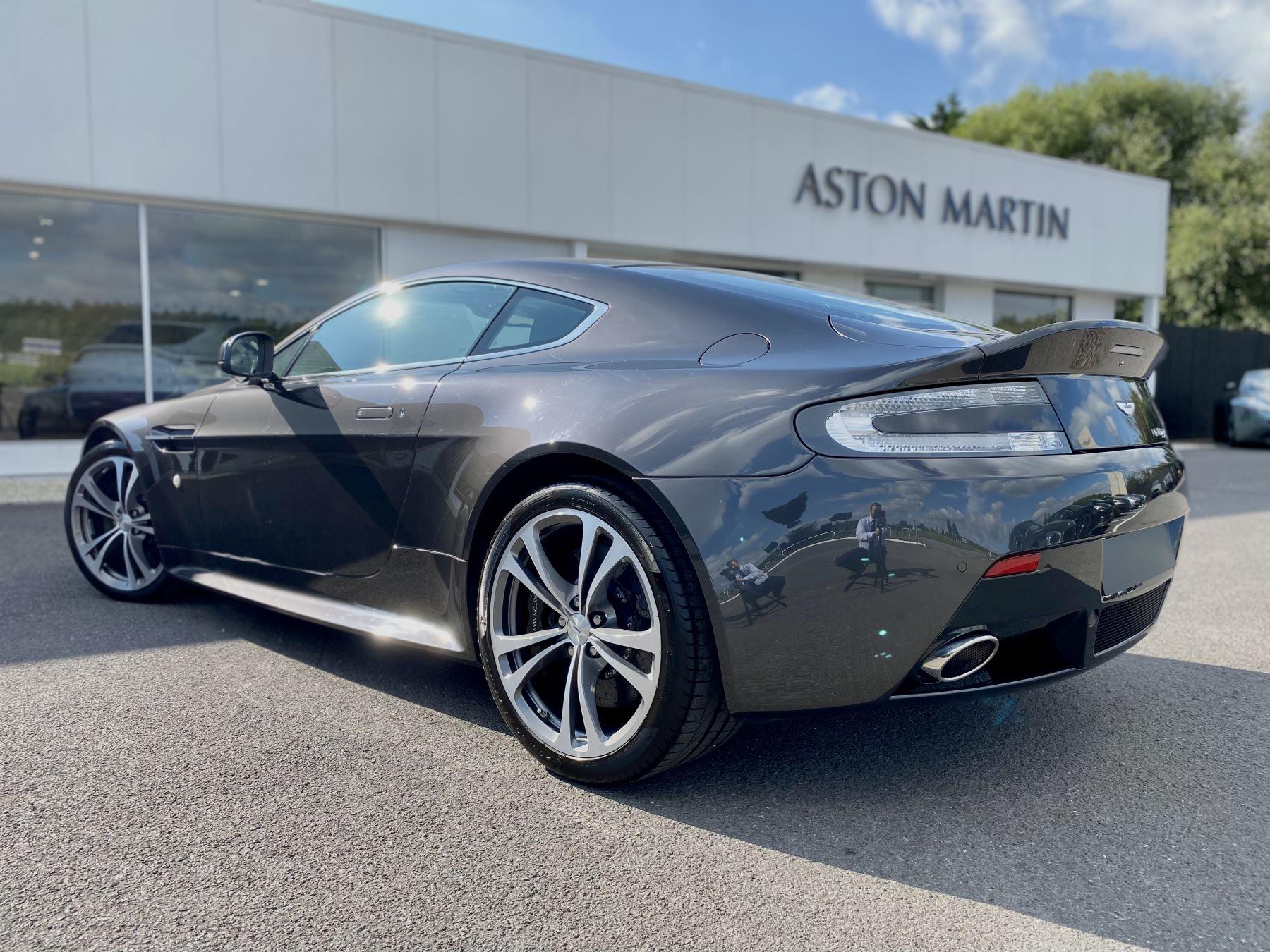 Aston Martin V12 Vantage 2dr v12 manual coupe. Sports Seats . Manual . Ceramic Brakes  image 5